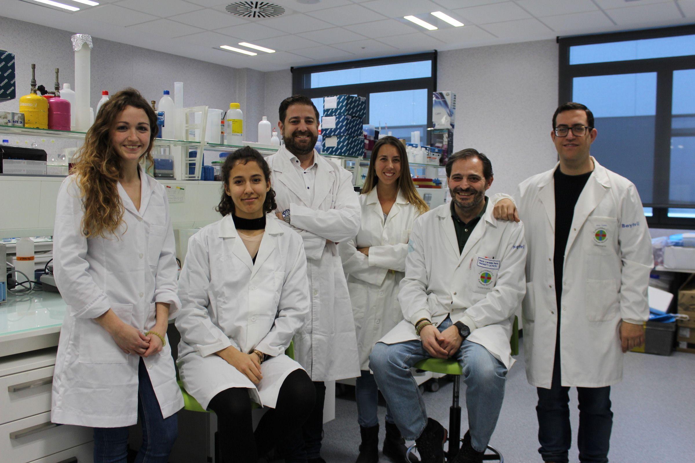 Los investigadores del Grupo SAIGAS de la CEU UCH, en los laboratorios de la Universidad donde realizarán los análisis de muestras.