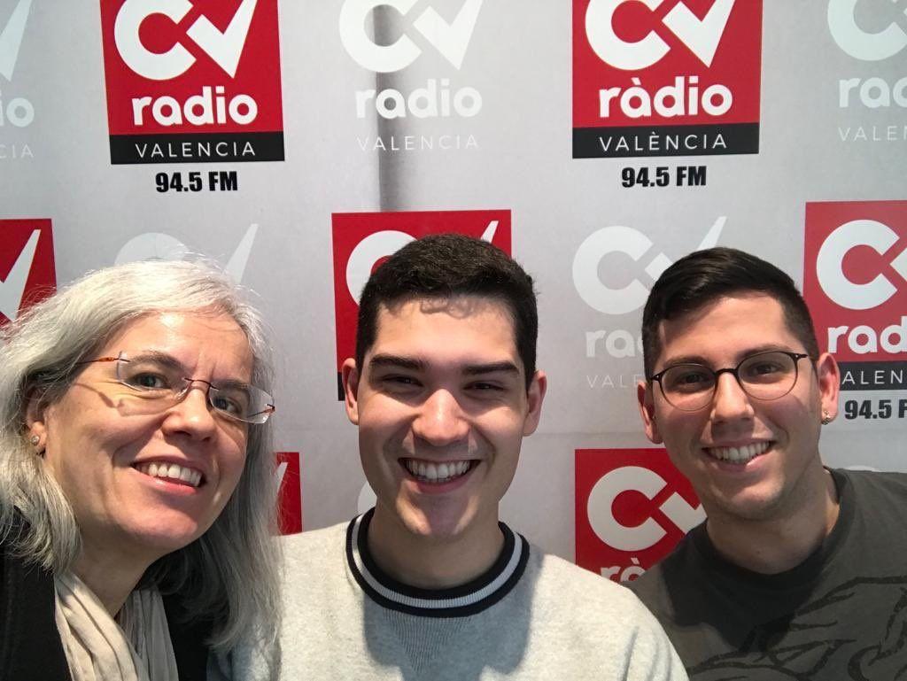 Teresa Pérez, Antonio Tarín y Marc Nadal, del equipo SWI@CEU, en los estudios de CV Radio.