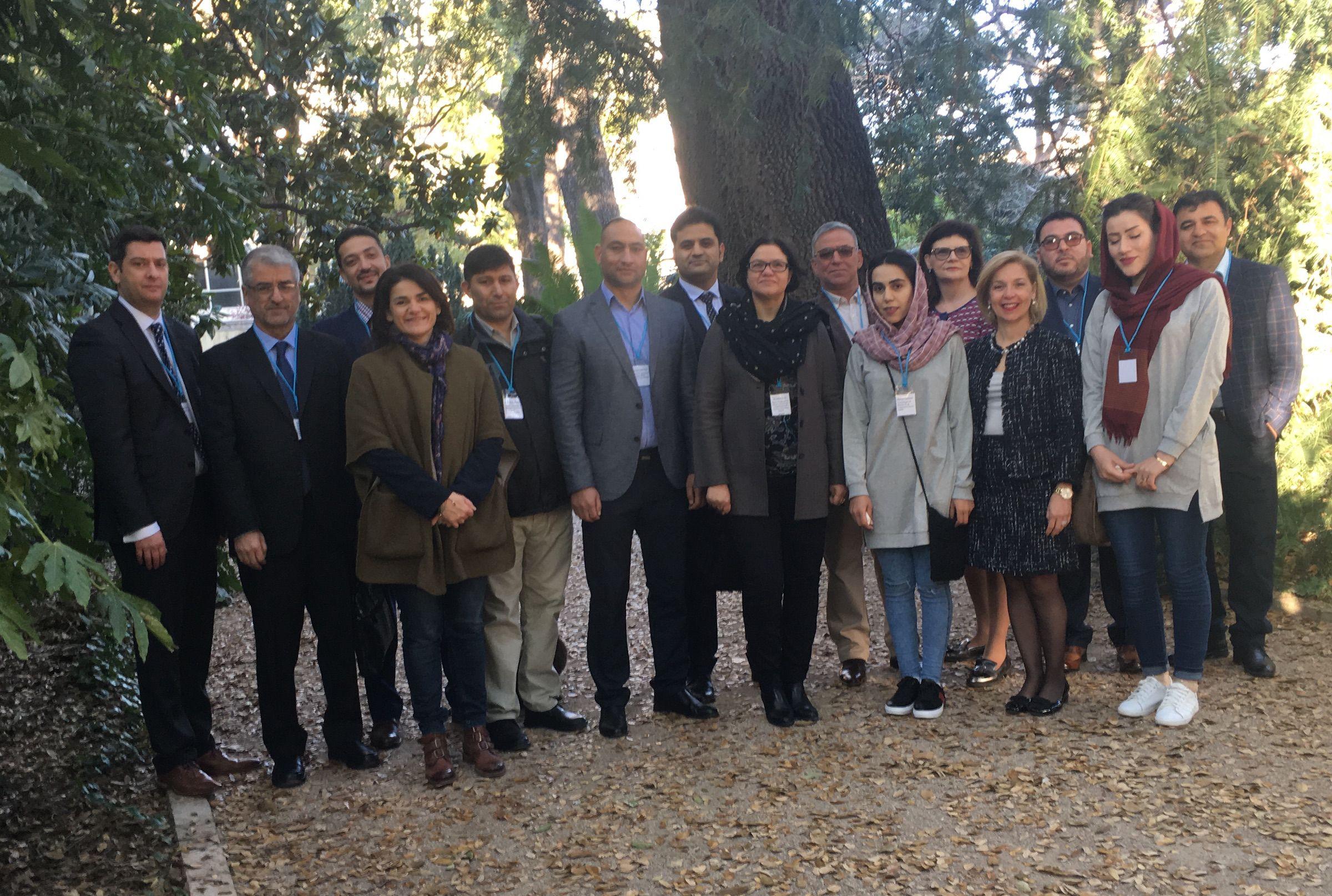 Las autoridades del Ministerio de Salud de Afganistán, con los representantes y consultores de UNODC.