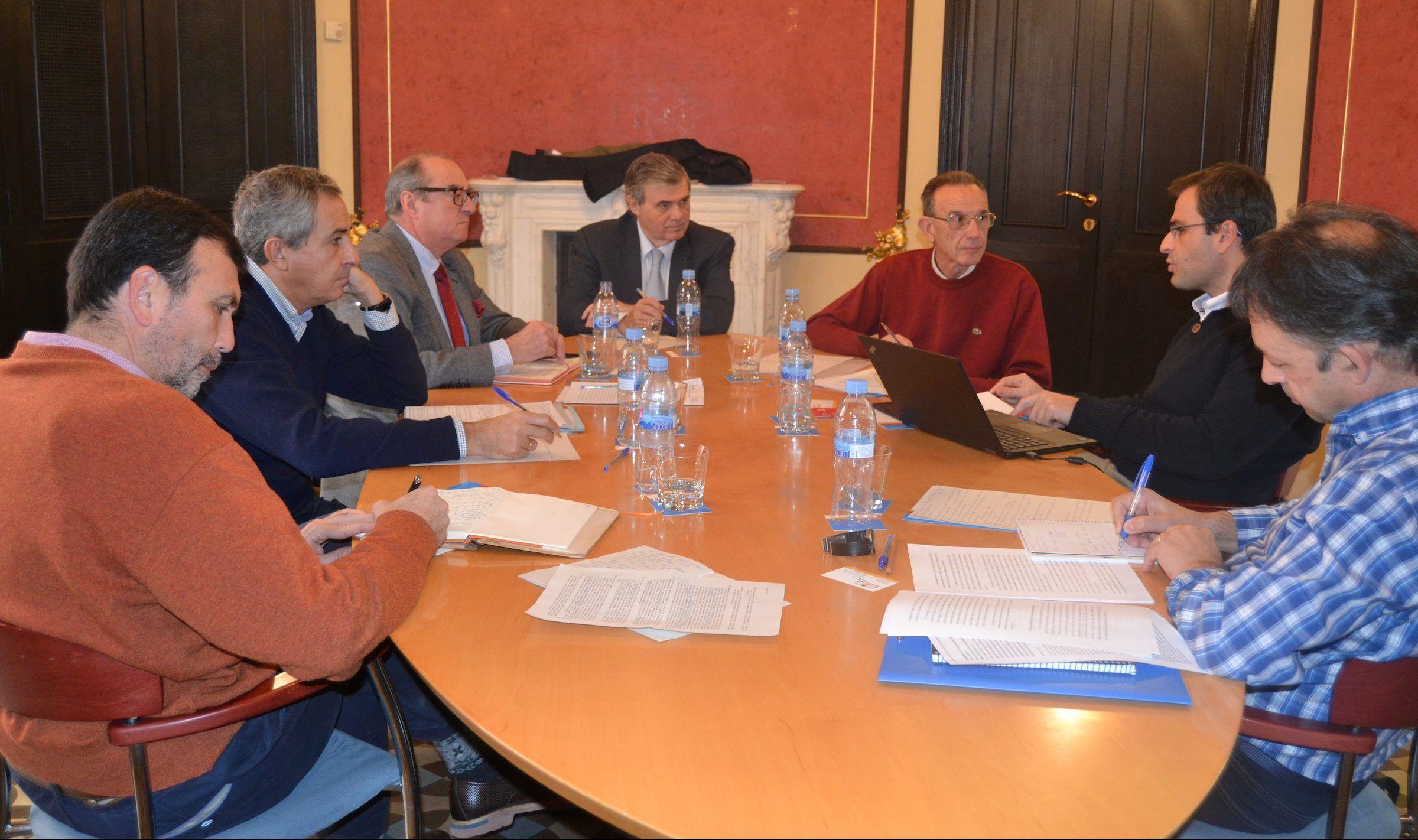 """Miembros del Foro Creyente de Pensamiento Ético Económico, en una de las reuniones para elaborar el documento """"El Modelo Social Europeo y la Unión Europea""""."""