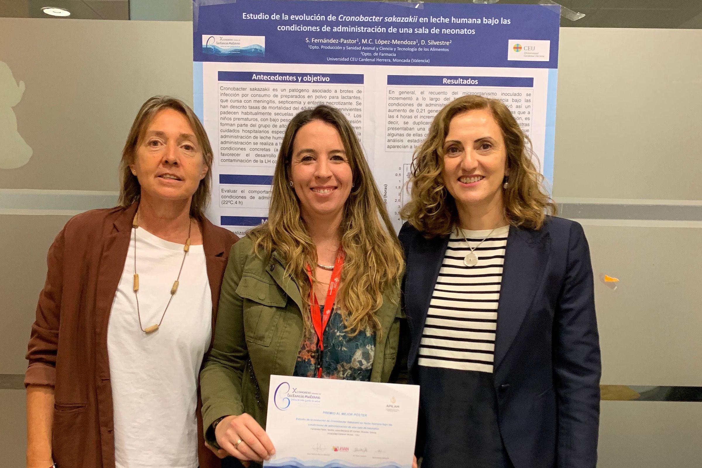 Las investigadoras de la CEU UCH Dolores Silvestre, Sandra Fernández y Mari Carmen López, autoras del estudio premiado en el X Congreso Español de Lactancia Materna.