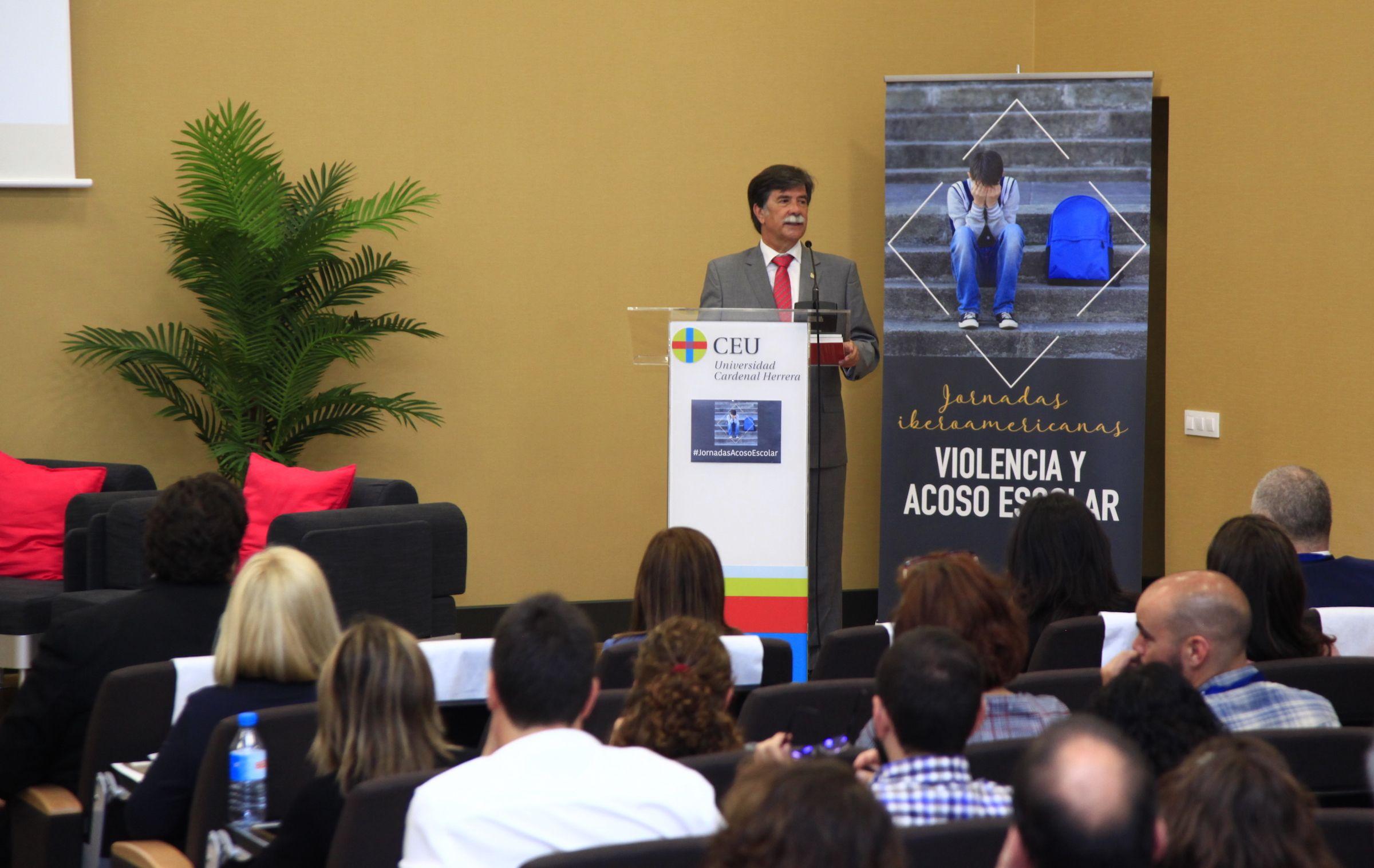 Javier Urra, en las I Jornadas Iberoamericanas sobre Violencia y Acoso Escolar de la CEU UCH.