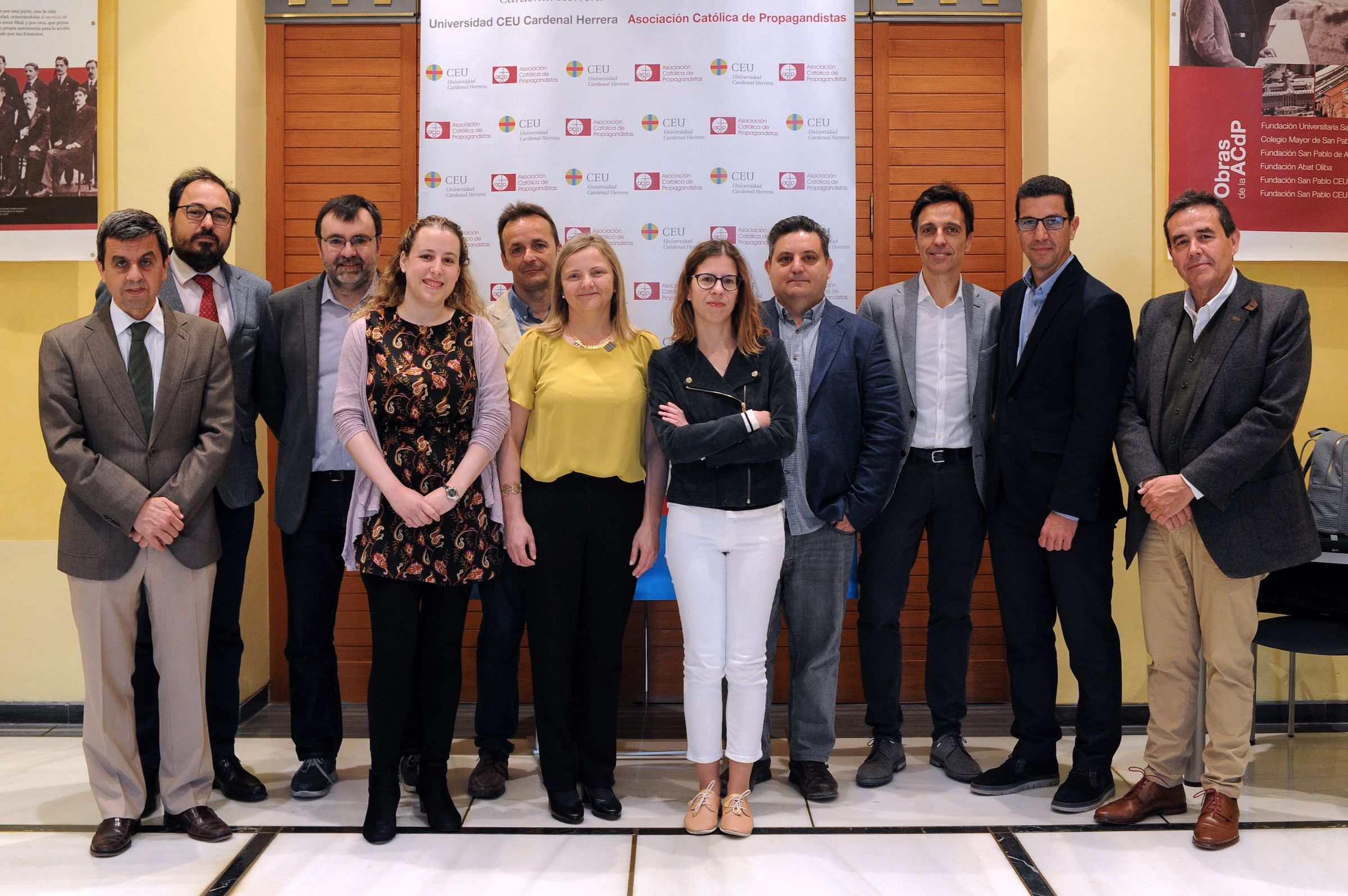 Ponentes, organizadores y colaboradores de las Jornadas de Periodismo Digital del Observatorio OIMED, en la CEU UCH.