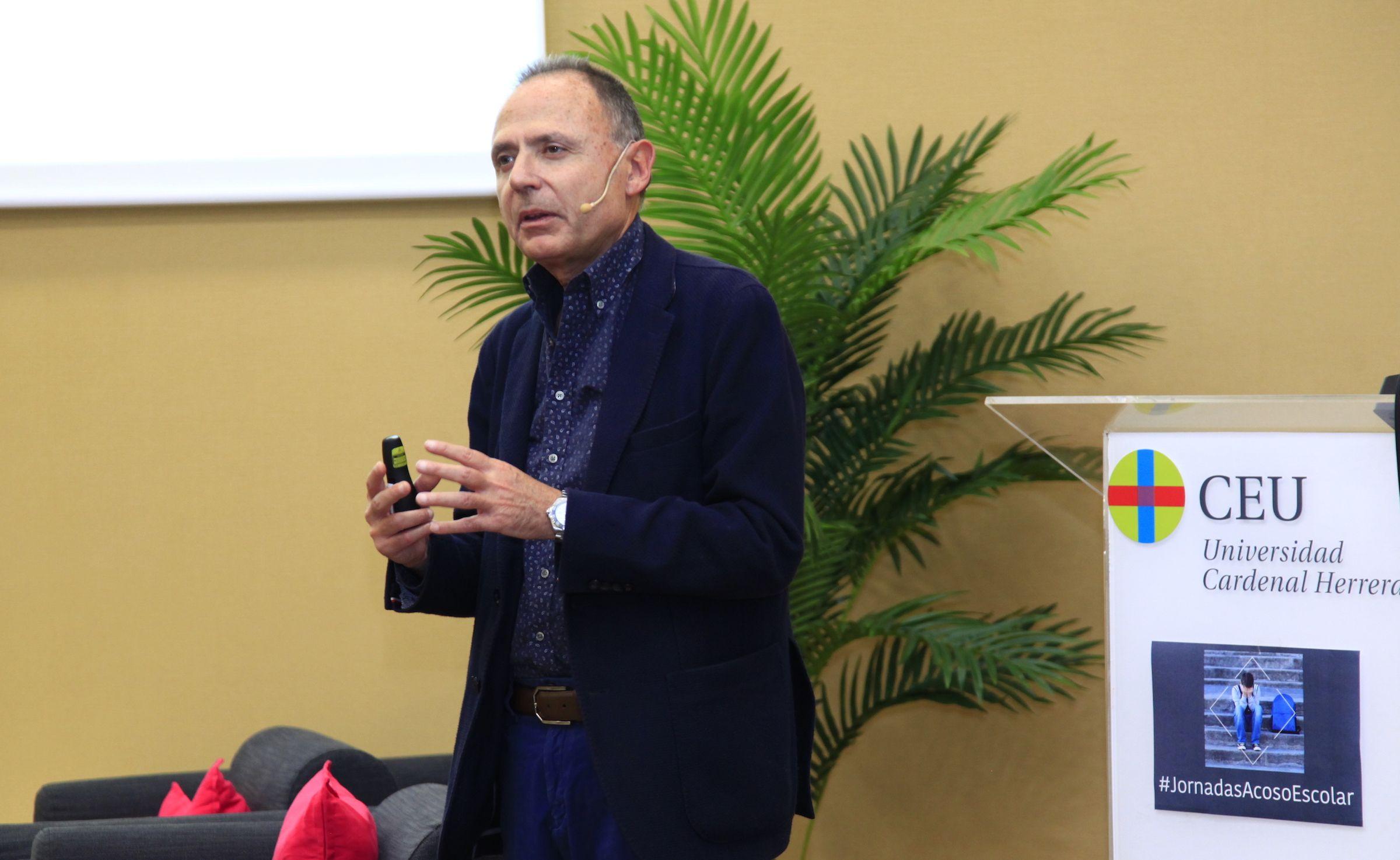 El investigador, docente y escritor Vicente Garrido, durante su intervención en las Jornadas.