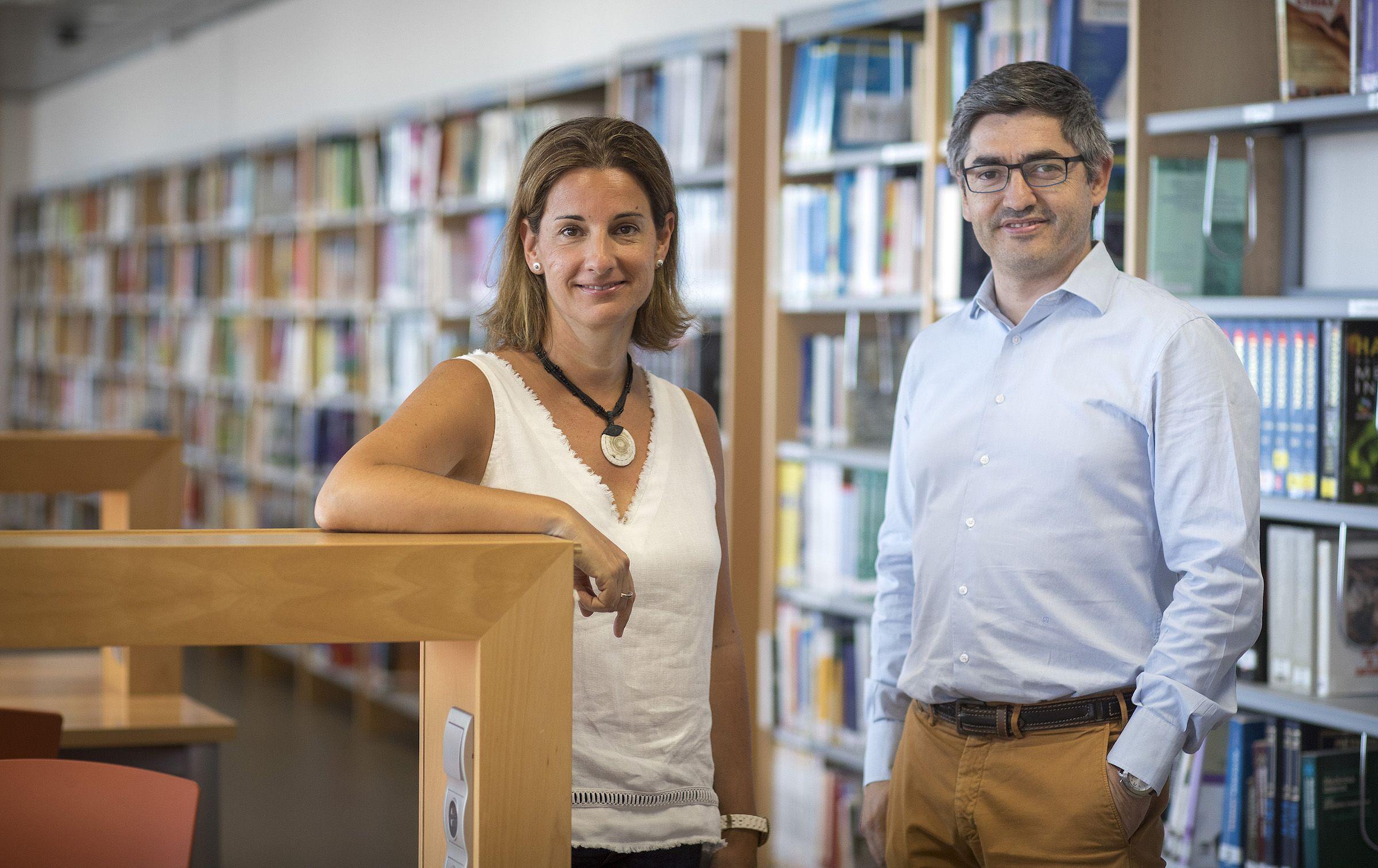 Los profesores de la CEU UCH Mabel Marí y Gonzalo Haro, codirectores del estudio sobre adicción a los videojuegos e inadaptación escolar.