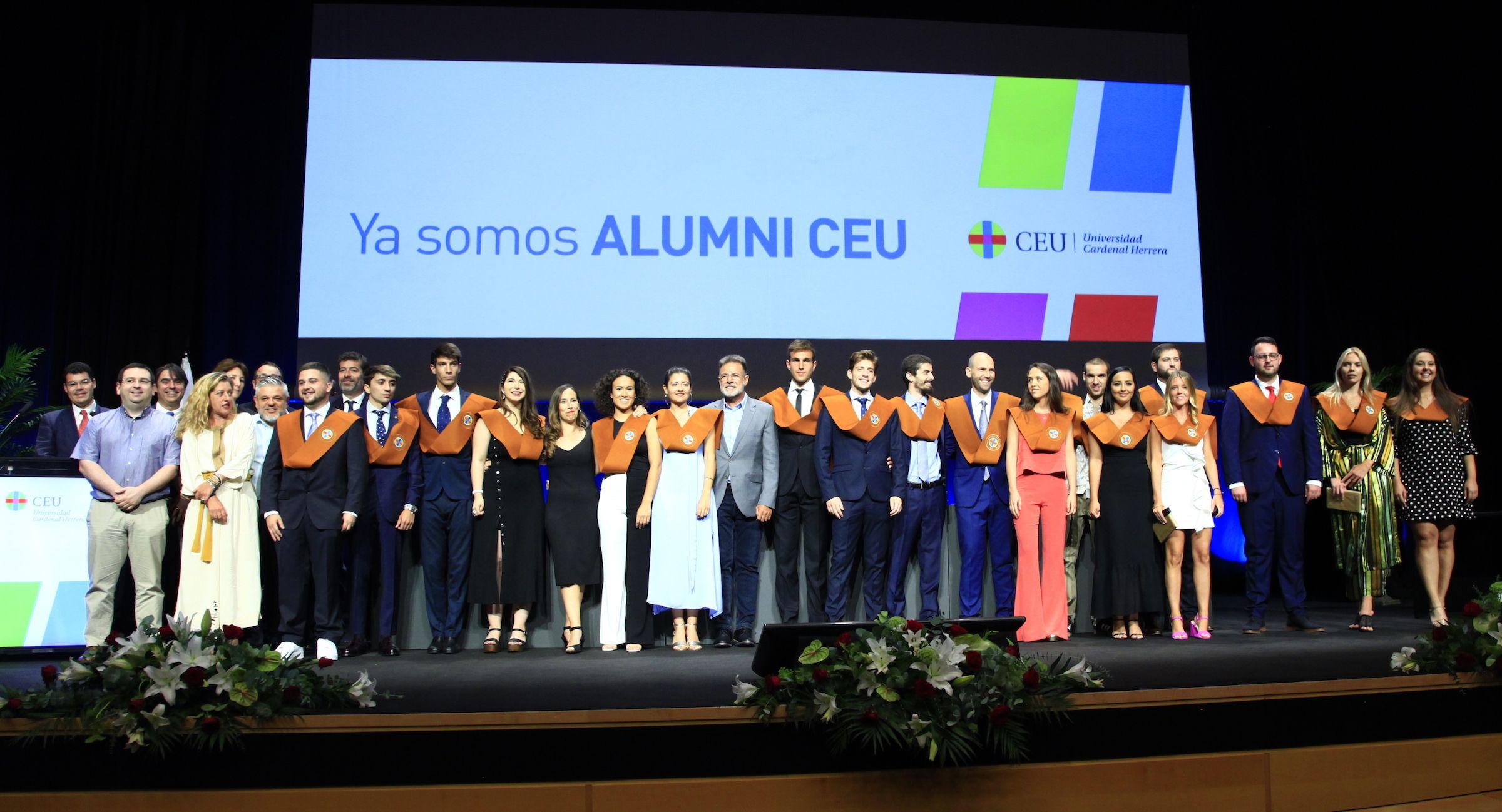 XXI promoción de Graduados en Ingeniería del Diseño Industrial y Desarrollo de Productos por la CEU UCH.