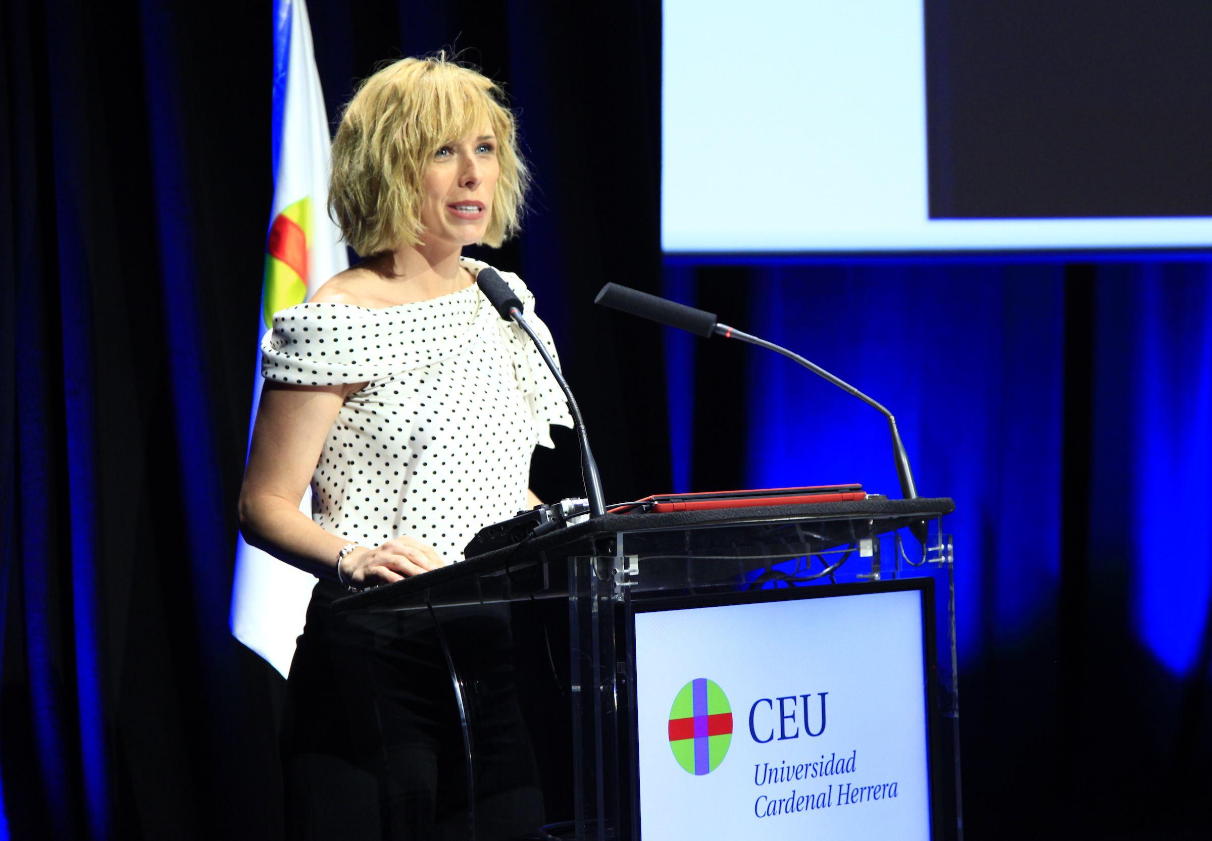 La alumni CEU y presentadora de Antena 3 Noticias María José Sáez ha sido la madrina de las nuevas promociones de comunicadores de la CEU UCH.