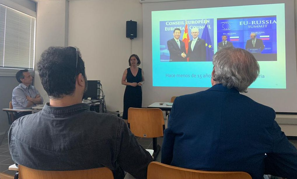 La profesora Sanz, titular de la Cátedra Jean Monnet de la CEU UCH, durante su ponencia en la Università degli Studi di Perugia.