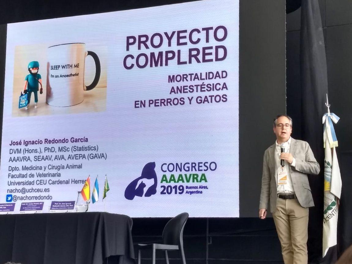 El catedrático José Ignacio Redondo, durante la presentación de los primeros resultados sobre mortalidad anestésica veterinaria, en Argentina