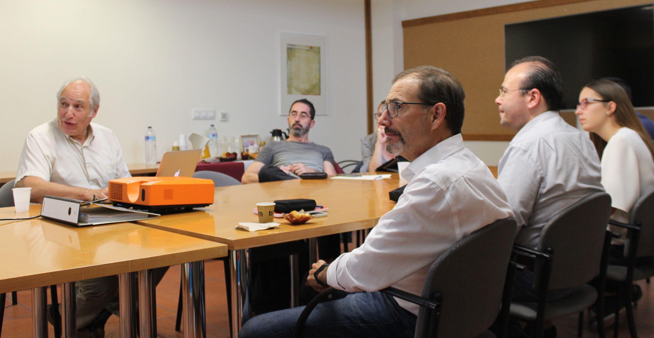 Hermann Matthies, en la sesión de trabajo con los investigadores de la Cátedra ESI-CEU.