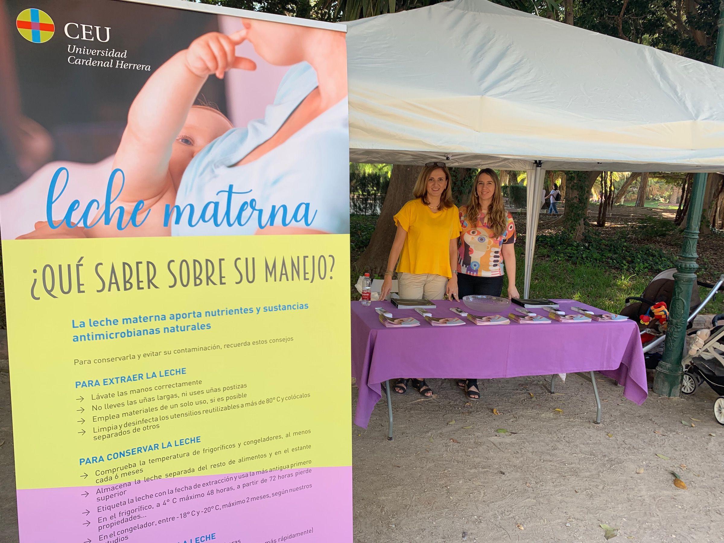 Las profesoras Mari Carmen López y Sandra Fernández, investigadoras del Grupo NHySA de la CEU UCH. en la Feria de la Lactancia organizada por Amamanta.