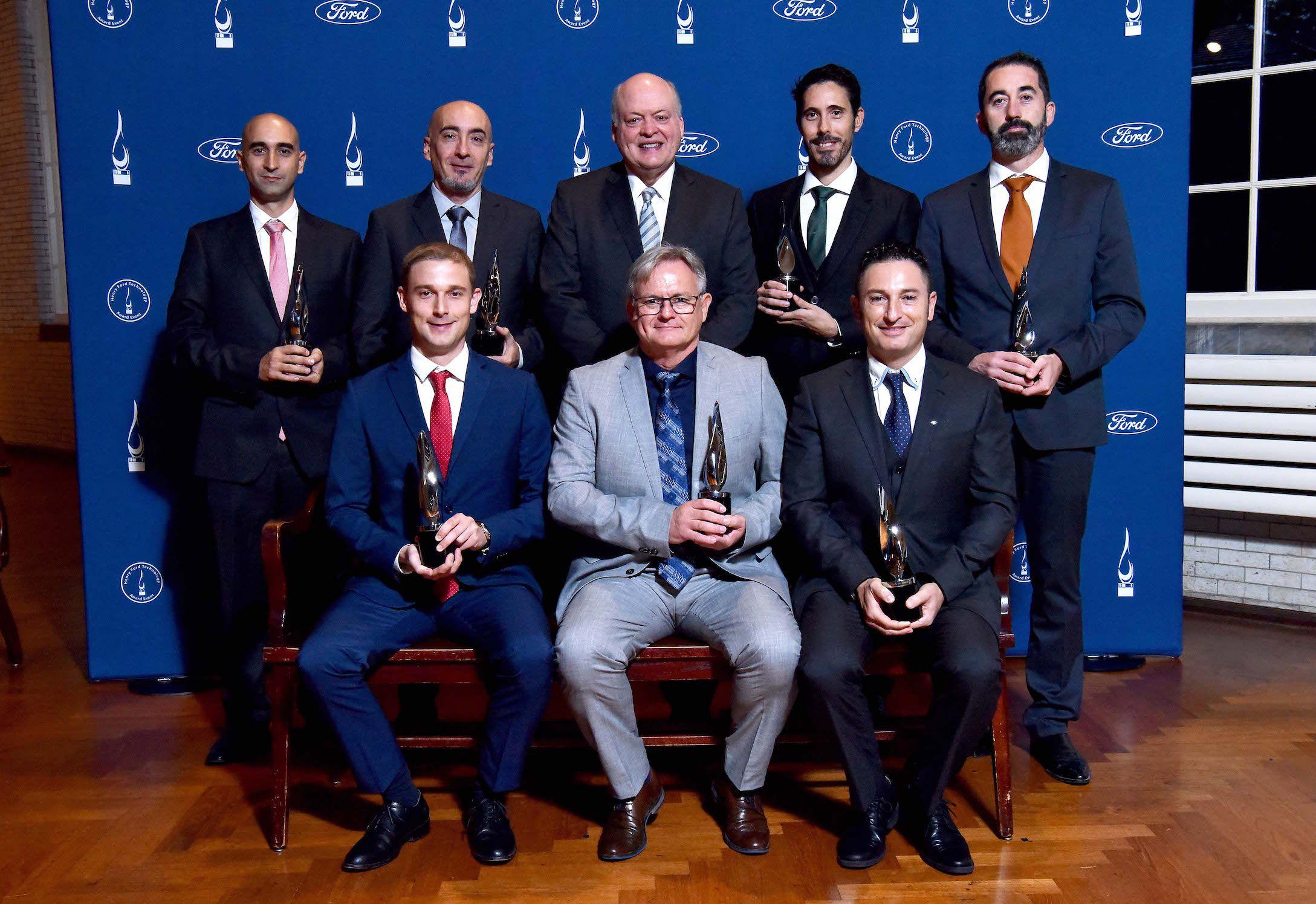A la derecha, el profesor Nicolás Montes (CEU UCH), con los miembros del equipo de Ford Valencia, con el presidente y CEO de Ford Motor Company, Jim Hackett.