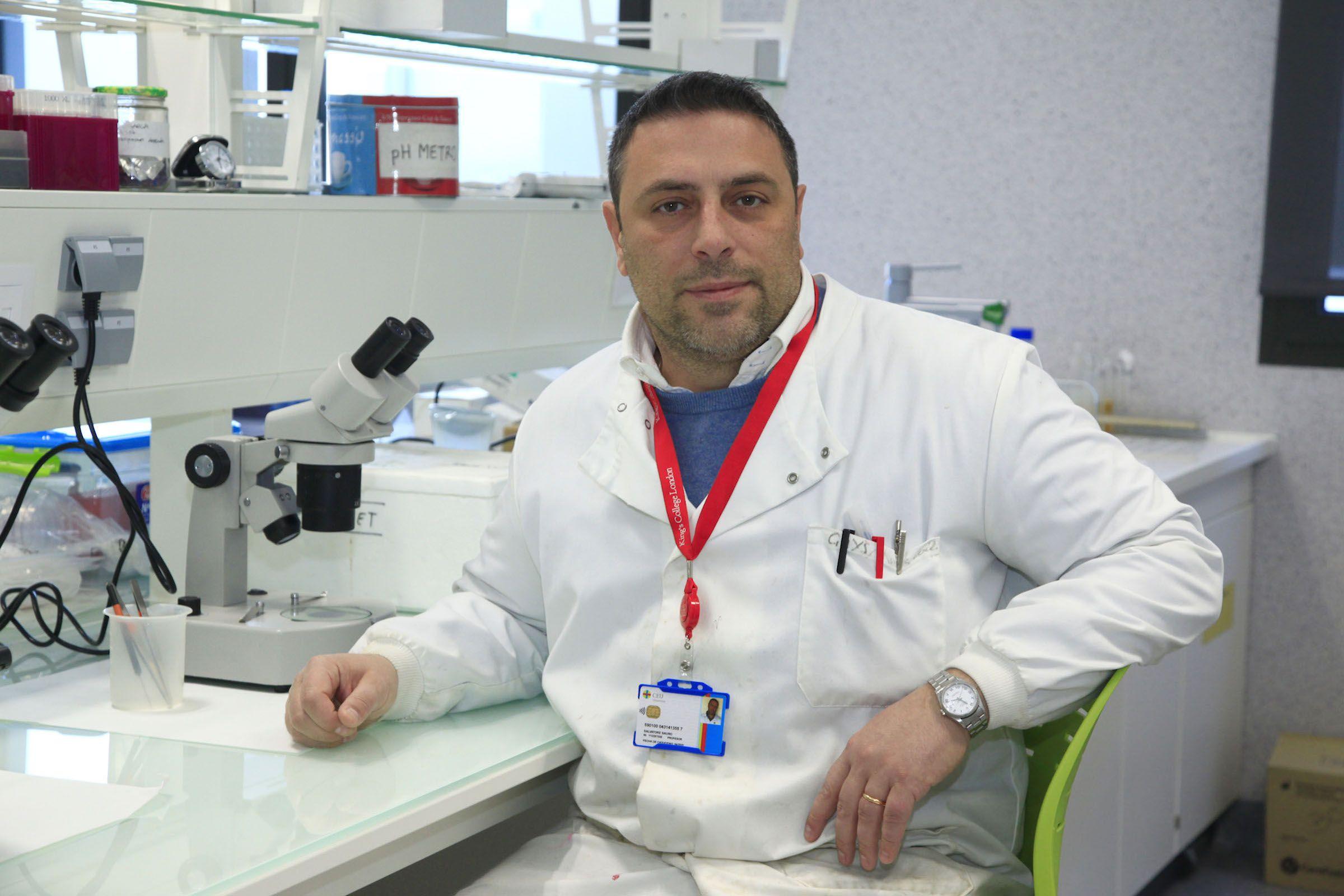 Salvatore Sauro, profesor de Dentistry en la Universidad CEU Cardenal Herrera, investigador en biomateriales dentales que ha liderado el estudio sobre el grafeno.