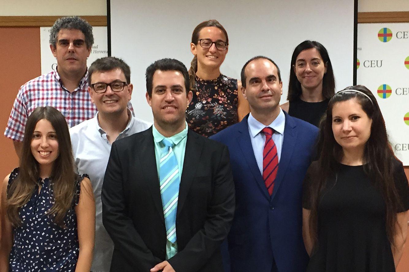 Con los miembros del Grupo de Investigación, que dirige en la CEU UCH Juan Manuel Corpa.