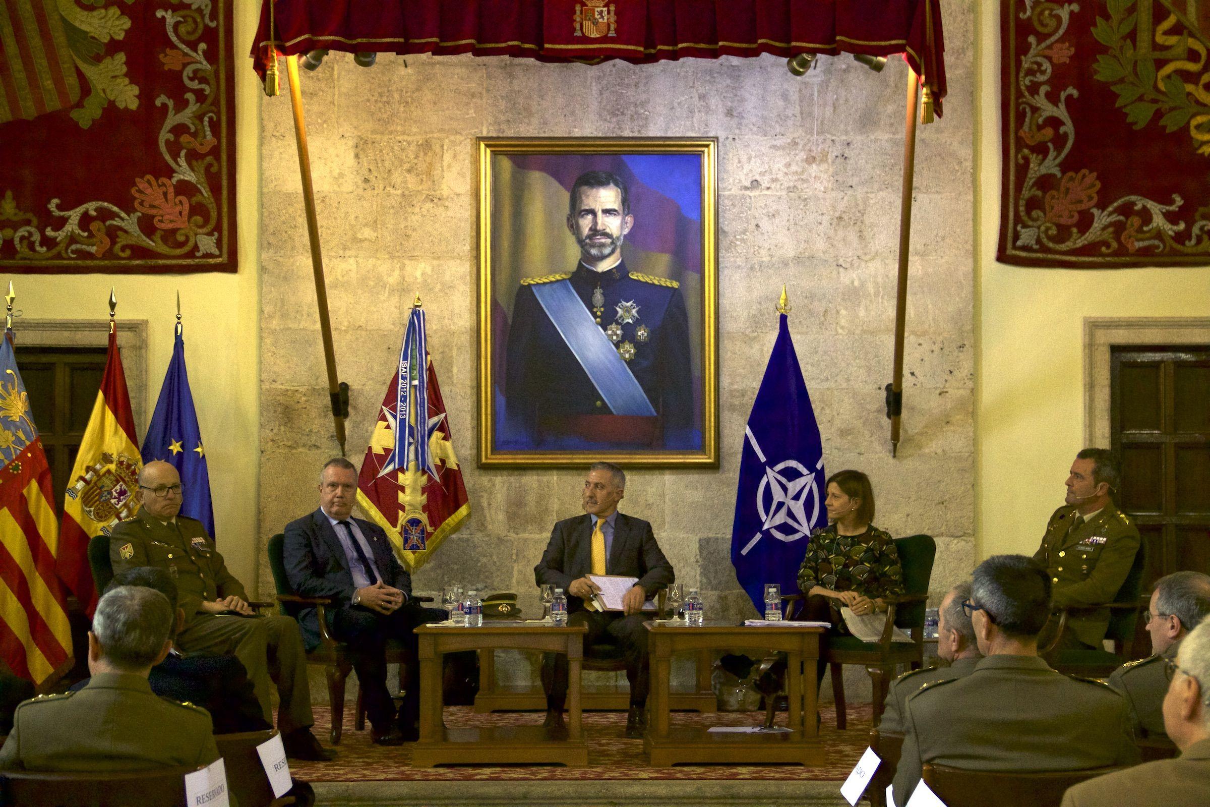 Susana Sanz, durante su intervención en la mesa redonda organizada por el CGTAD de la OTAN en Valencia.