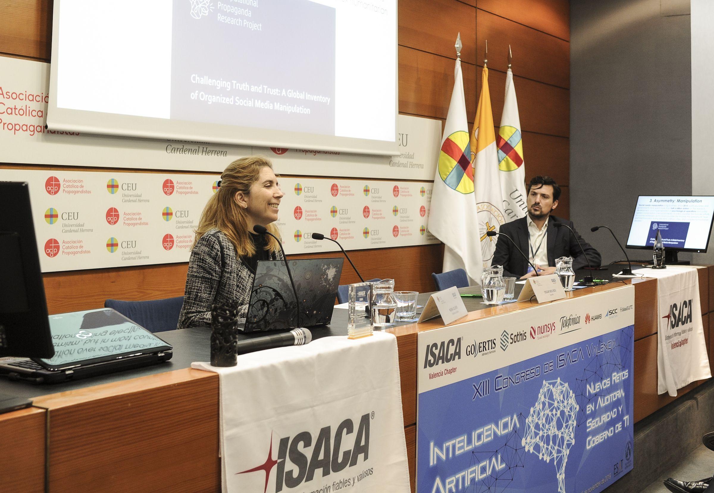 Nuria Oliver, doctora por el MIT y una de las mujeres investigadoras en informática más citadas de España, durante su ponencia en el Congreso.