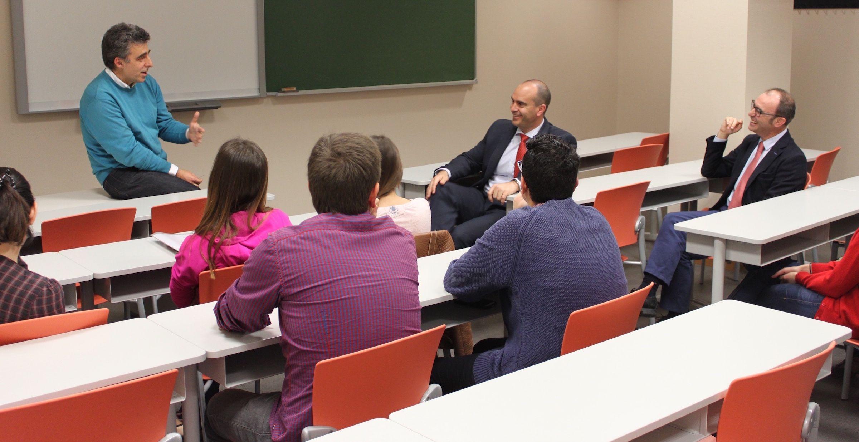 El profesor Penadés, con investigadores del Departamento de Ciencias Biomédicas de la CEU UCH.