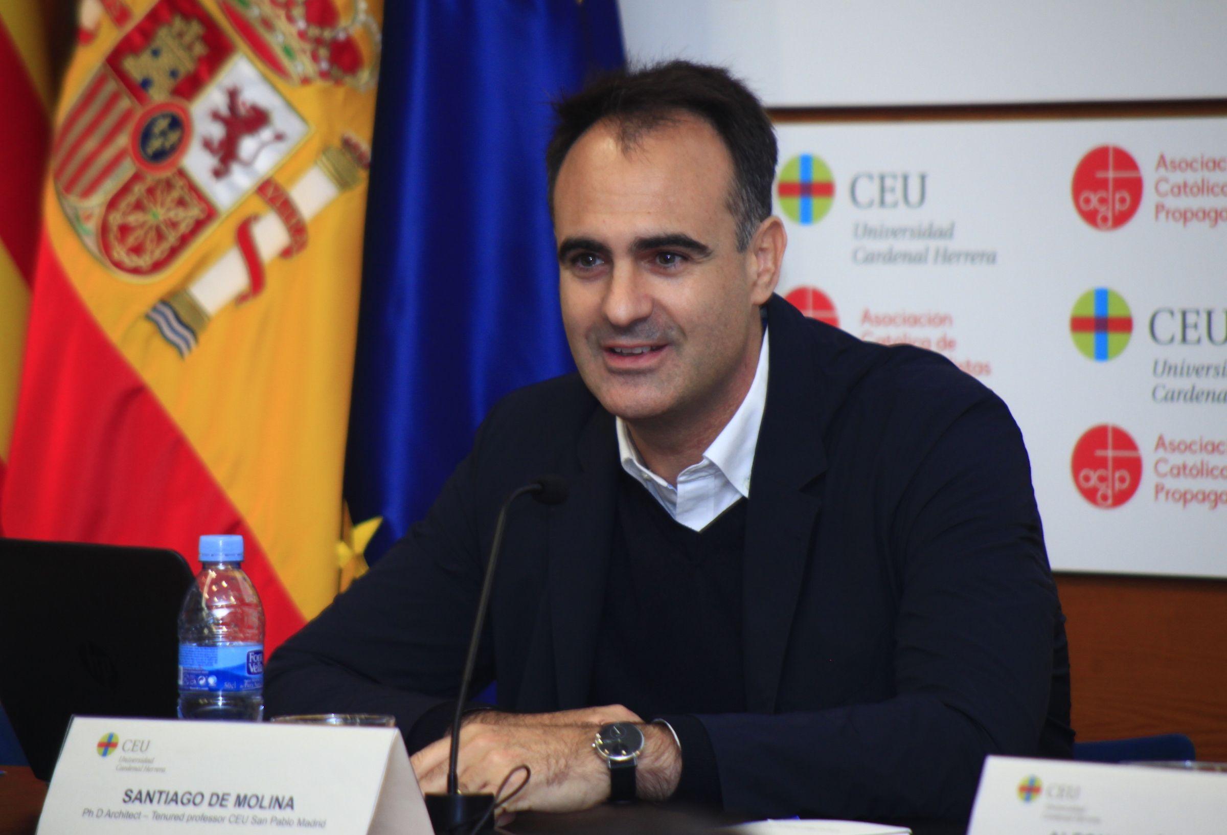 El arquitecto Santiago de Molina, en la CEU UCH.