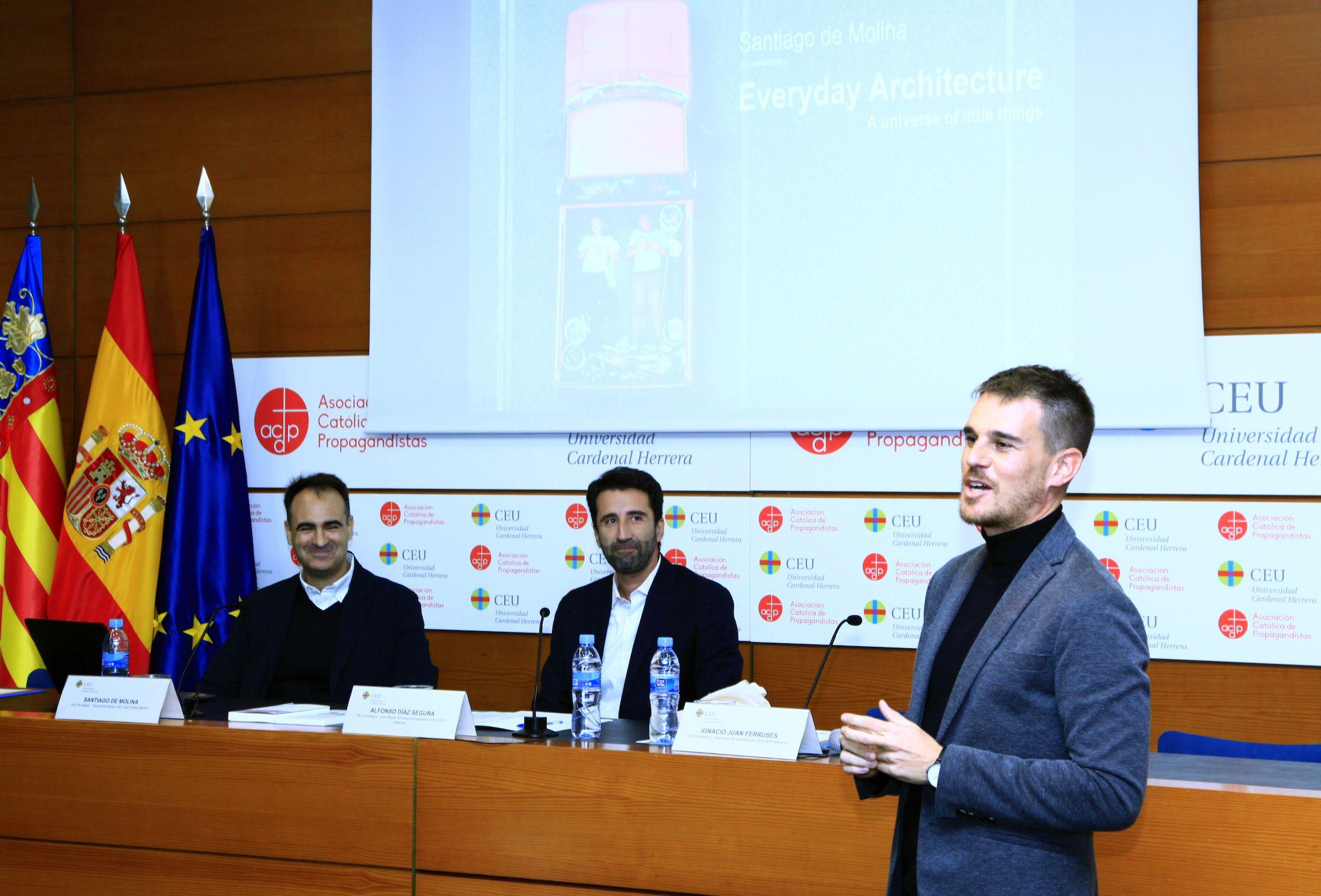 Santiago de Molina, Alfonso Díaz e Ignacio Juan, en la presentación de la conferencia en el Palacio de Colomina-CEU.