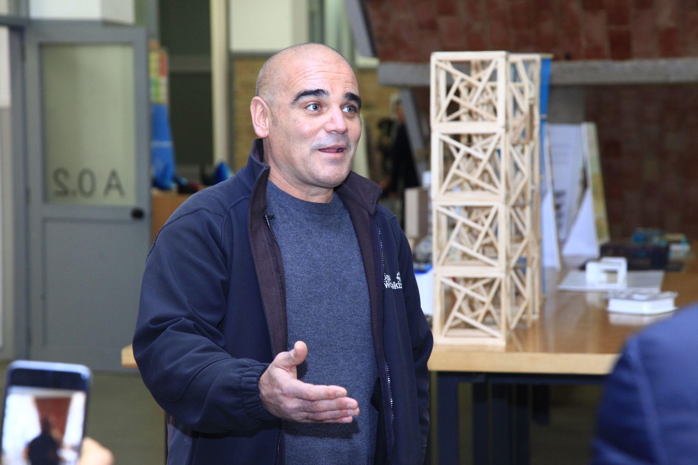 Santiago Cirugeda, arquitecto fundador de Recetas Urbanas, en la CEU UCH.