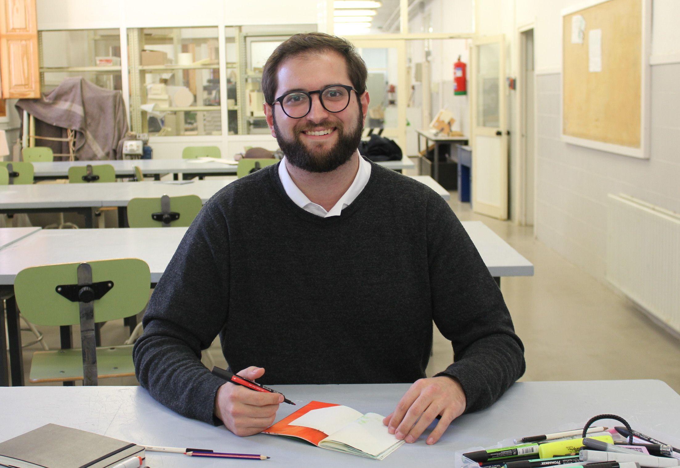 Martín Pérez, en uno de los talleres de la Escuela de Diseño de la CEU UCH.