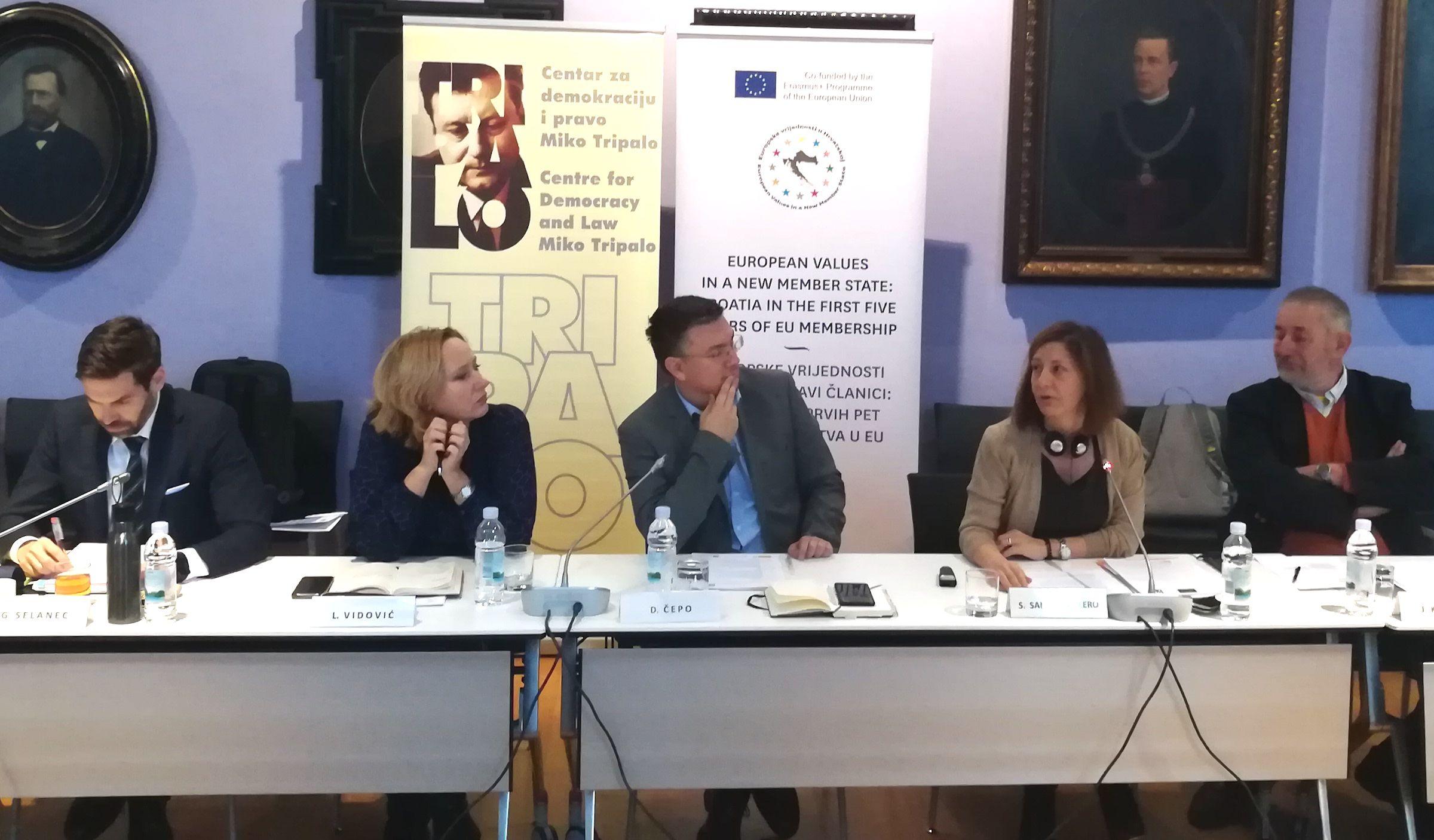 Goran Selanec (Juez del TC de Croacia), Lora Vidovic (defensora del pueblo de Croacia), Dario Cepo (del Centro Miko Tripalo), Susana Sanz (CEU UCH) y Josip Kregar (Universidad de Zagreb).