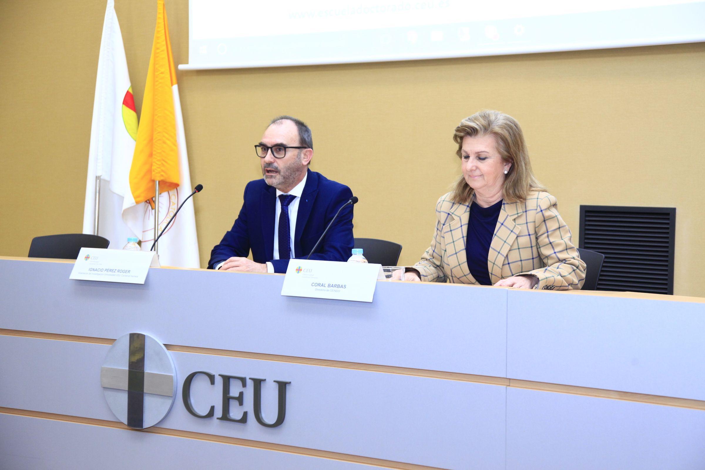 Ignacio Pérez, vicerrector de Investigación de la CEU UCH, y Coral Barbas, directora de CEINDO, en la Jornada de bienvenida a los nuevos doctorandos en Valencia.