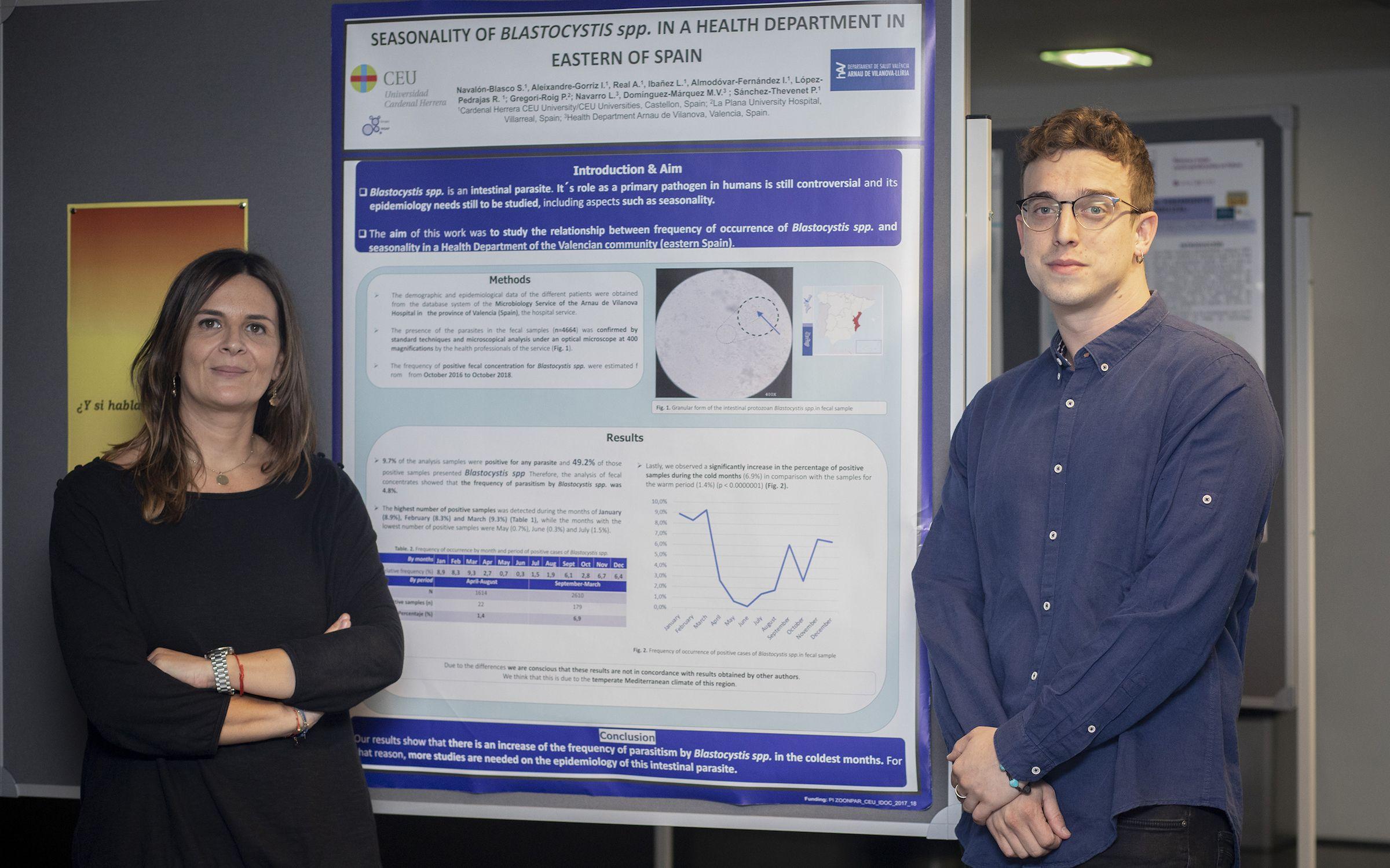 La coordinadora del Grado en Medicina de la CEU UCH en Castellón, Isabel Aleixandre, y el estudiante Samuel Navalón, coautores del estudio sobre blastocistosis presentado en Liverpool.