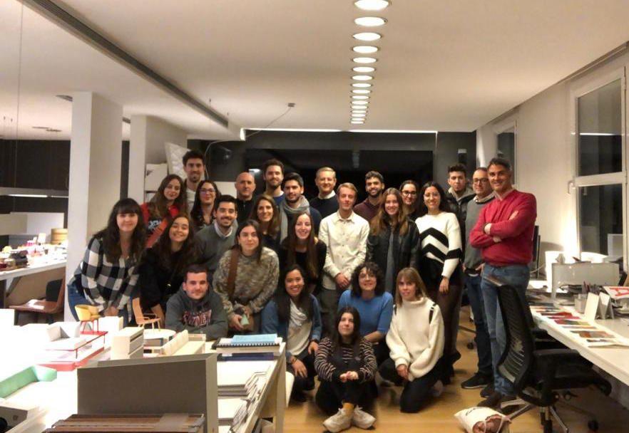 Estudiantes de los Másteres en Diseño Gráfico y Diseño de Producto de la CEU UCH con Mario Ruiz, Premio Nacional de Diseño.