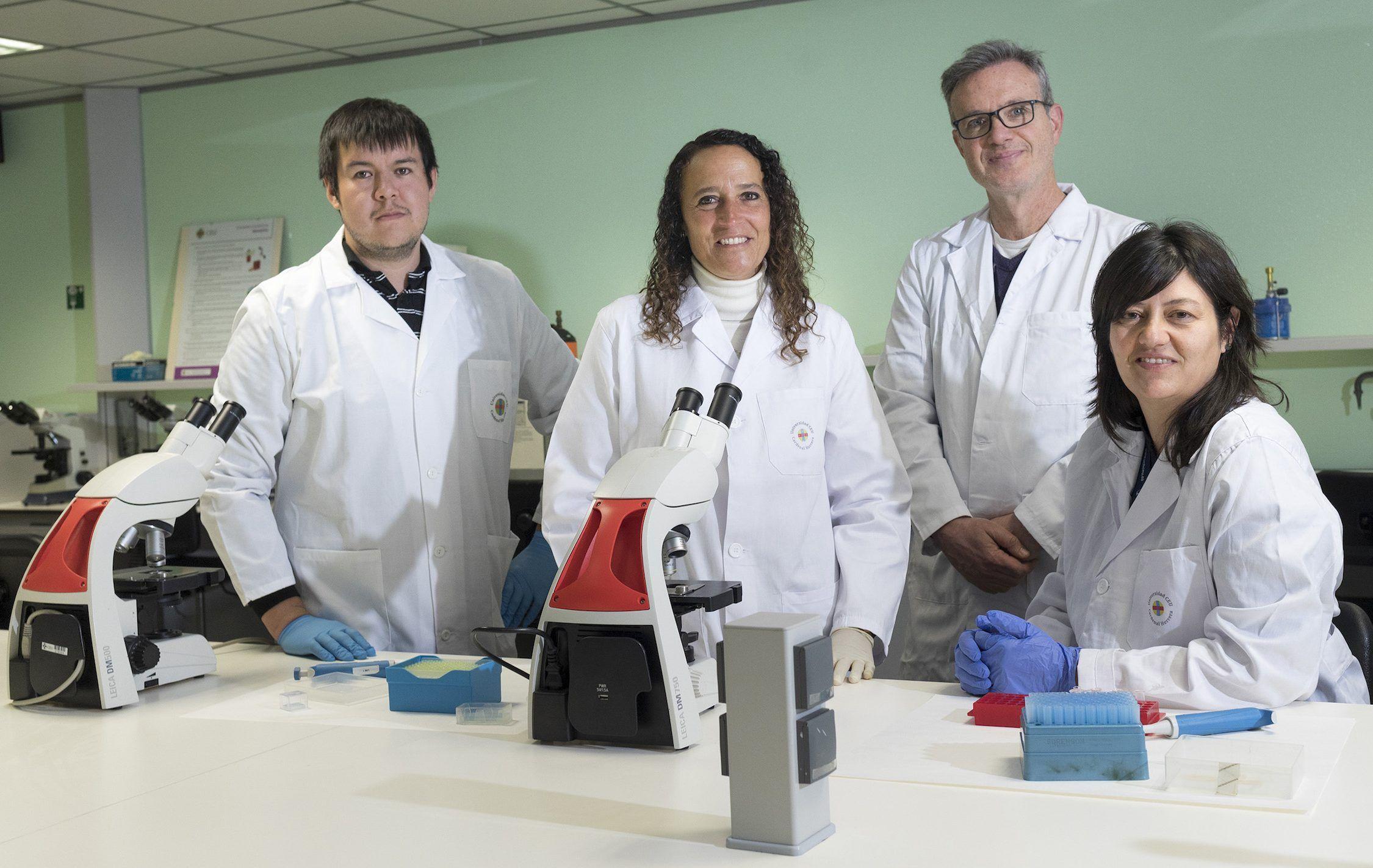 Los investigadores de la Universidad Nacional de la Patagonia Jorge García y Graciela Ponce, con Javier Orenga, del Hospital Universitario de La Plana, y Paula Sánchez Thevenet, de la CEU UCH de Castellón.