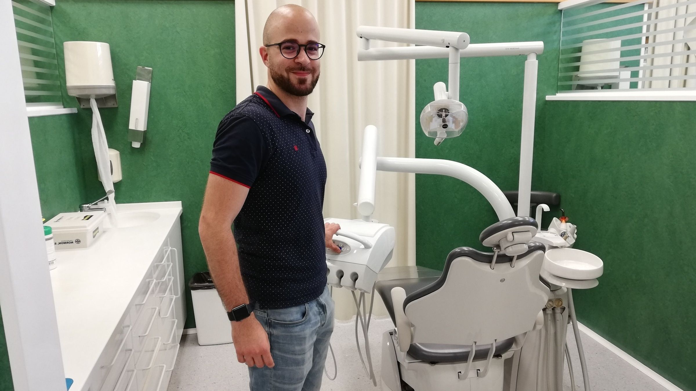 Tomy Murrat, graduado en Dentistry por la CEU UCH, granador del premio al mejor TFG otorgado por la Cátedra iViO-UPV.
