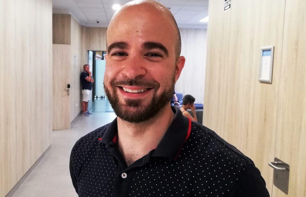 Tomy Murrat, en la Clínica Odontológica Universitaria de la CEU UCH.