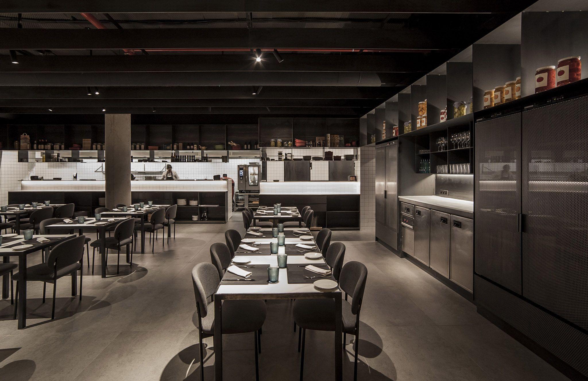 El interiorismo del restaurante habitual, de Ricard Camarena, es obra de tres alumni de la ESET de la CEU UCH miembros de Made Studio.