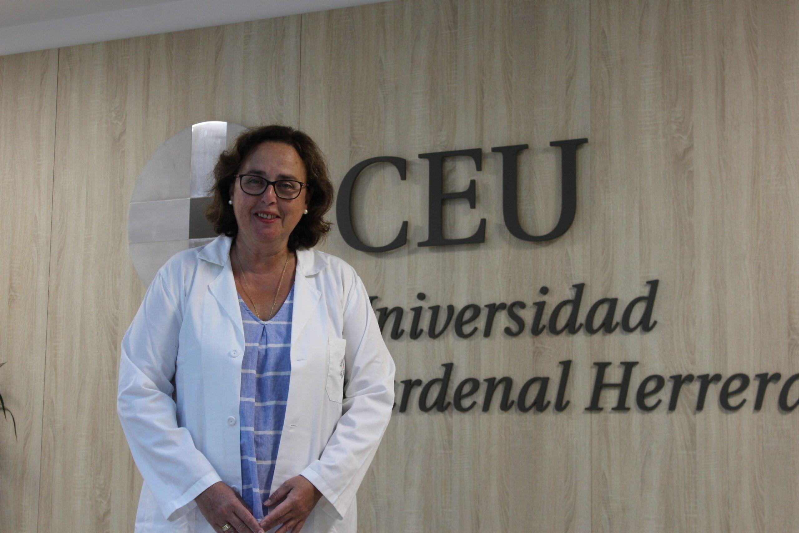 Belén Merck, investigadora principal del proyecto, profesora del Grado en Medicine de la CEU UCH y especialista en cirugía de cáncer de mama.