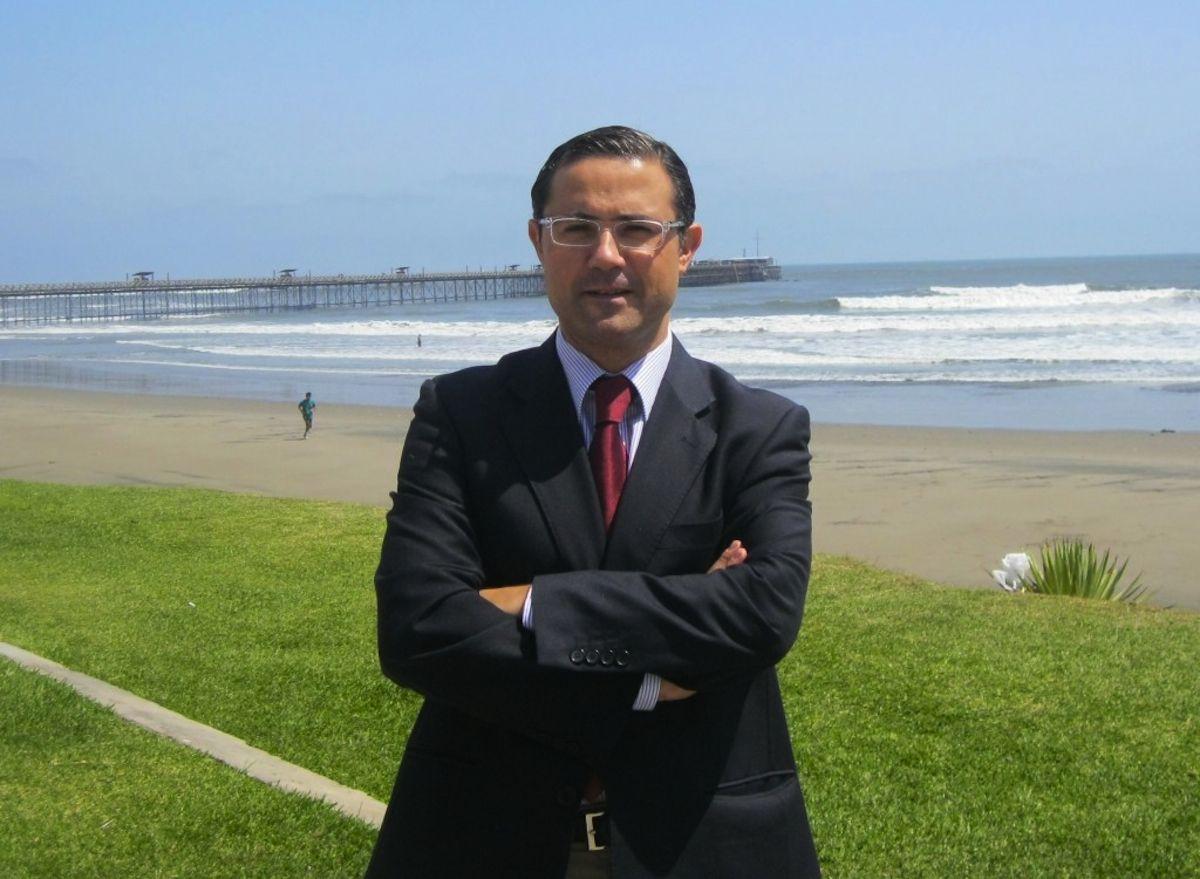 Emilio García Sánchez, profesor de Bioética de la Facultad de Ciencias de la Salud de la Universidad CEU Cardenal Herrera, es coautor del modelo ético de admisión de pacientes en UCIs en triajes de emergencia.