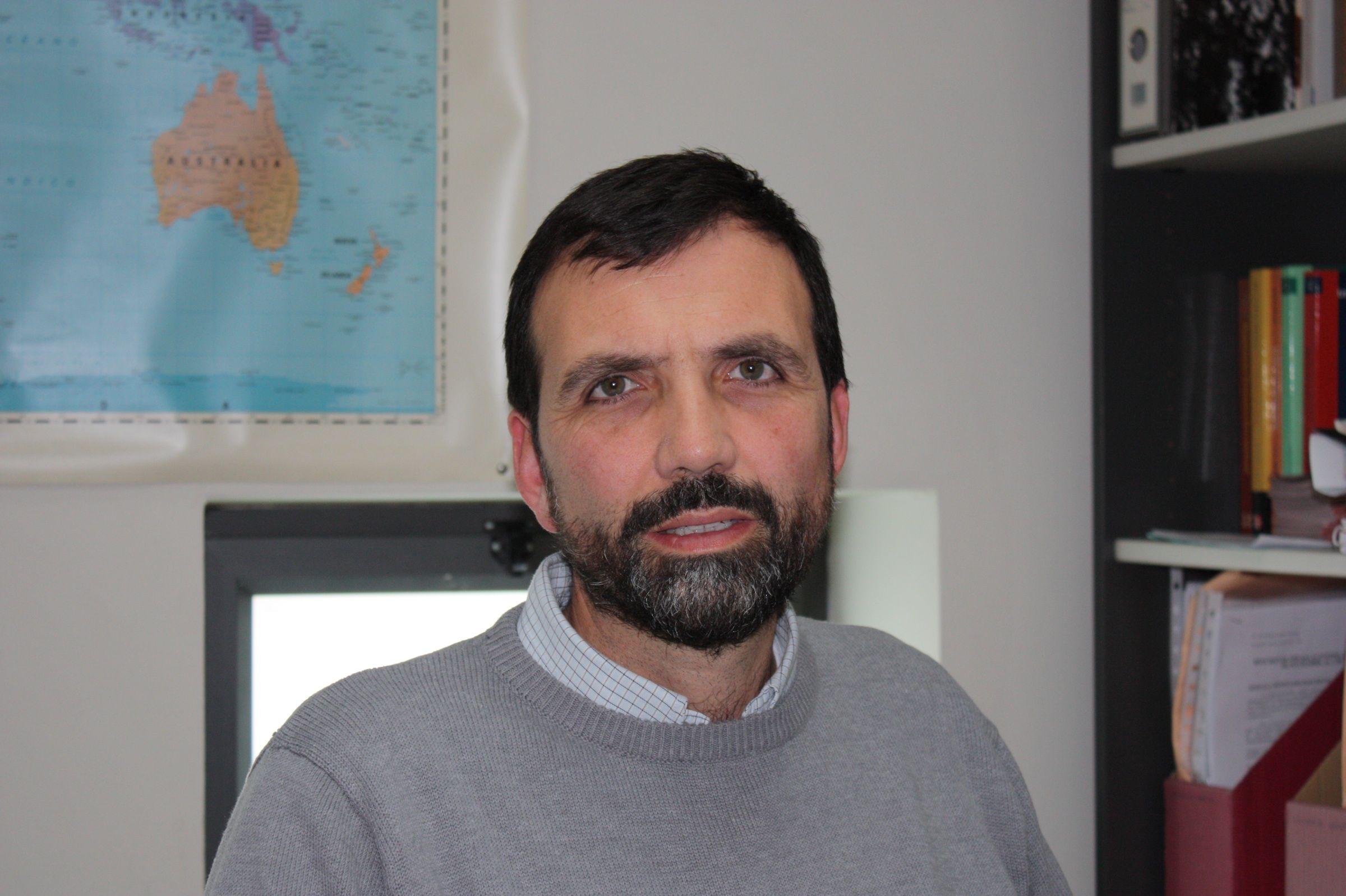 """Enrique Lluch Frechina, profesor de Economía de la Universidad CEU Cardenal Herrera de Valencia, autor del libro """"Una economía para la esperanza""""."""