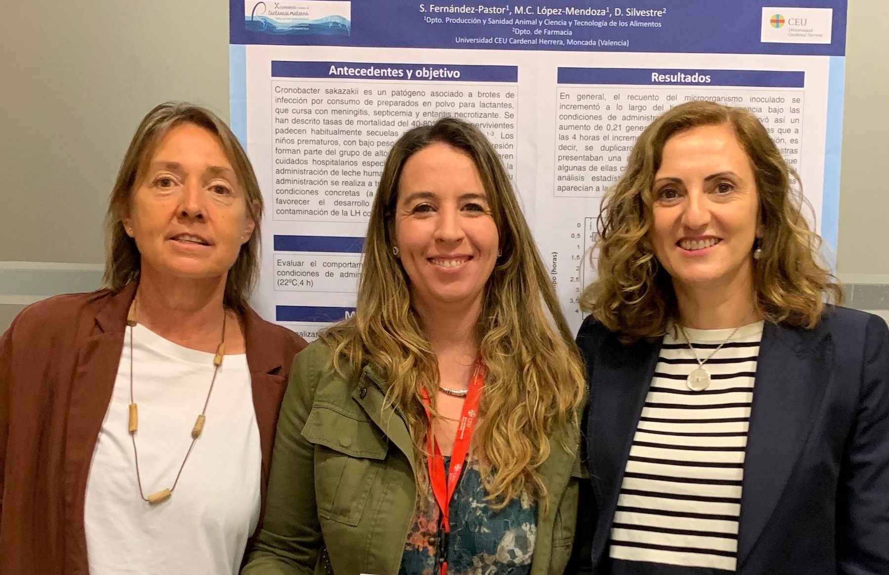 Las profesoras de Farmacia y Veterinaria de la CEU UCH Dolores Silvestre, Sandra Fernández Pastor y Mari Carmen López Mendoza, autoras de la investigación premiada por la AEEP.