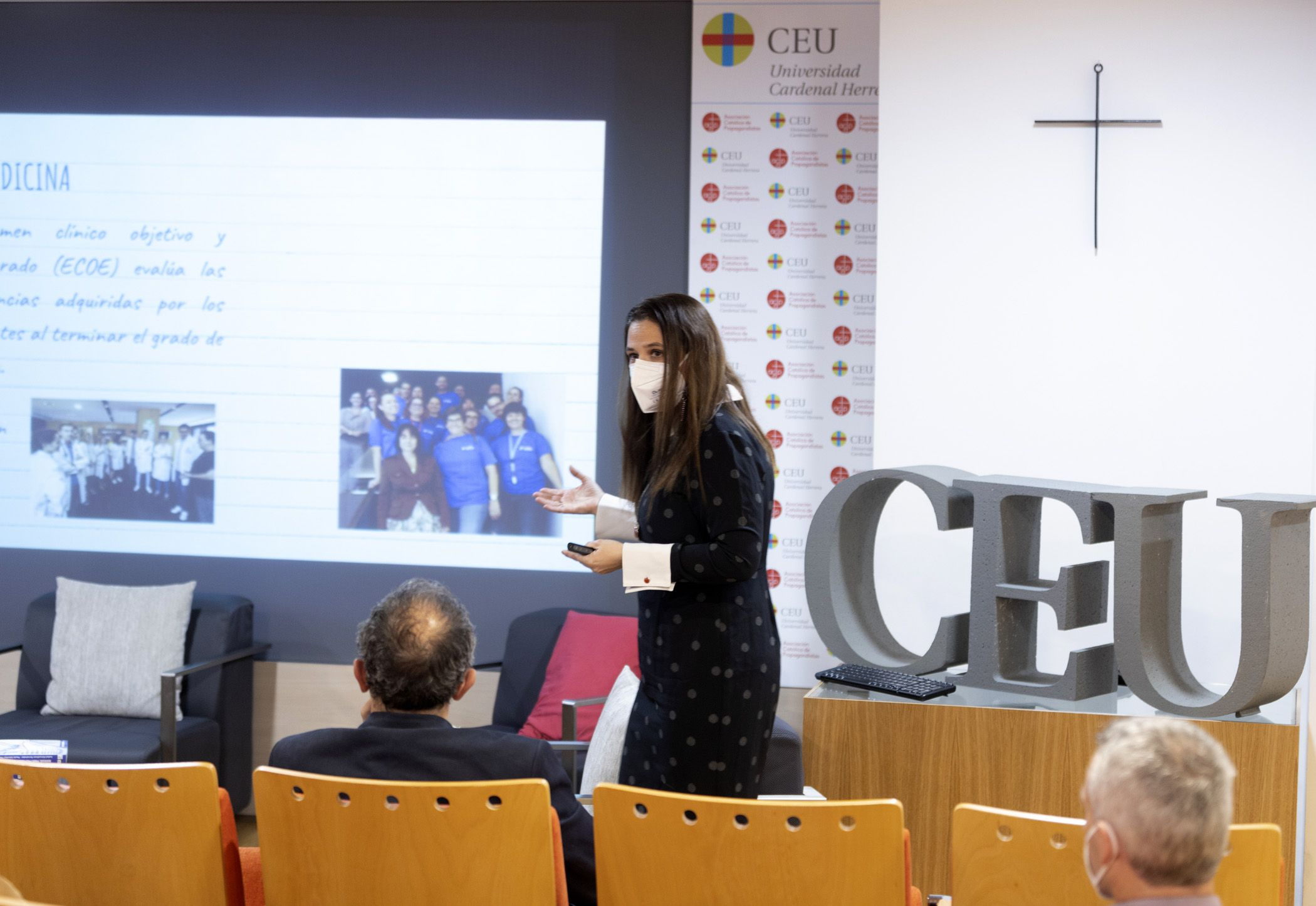 La coordinadora de Enfermería del CEU presenta el manual ECOE pionero en España