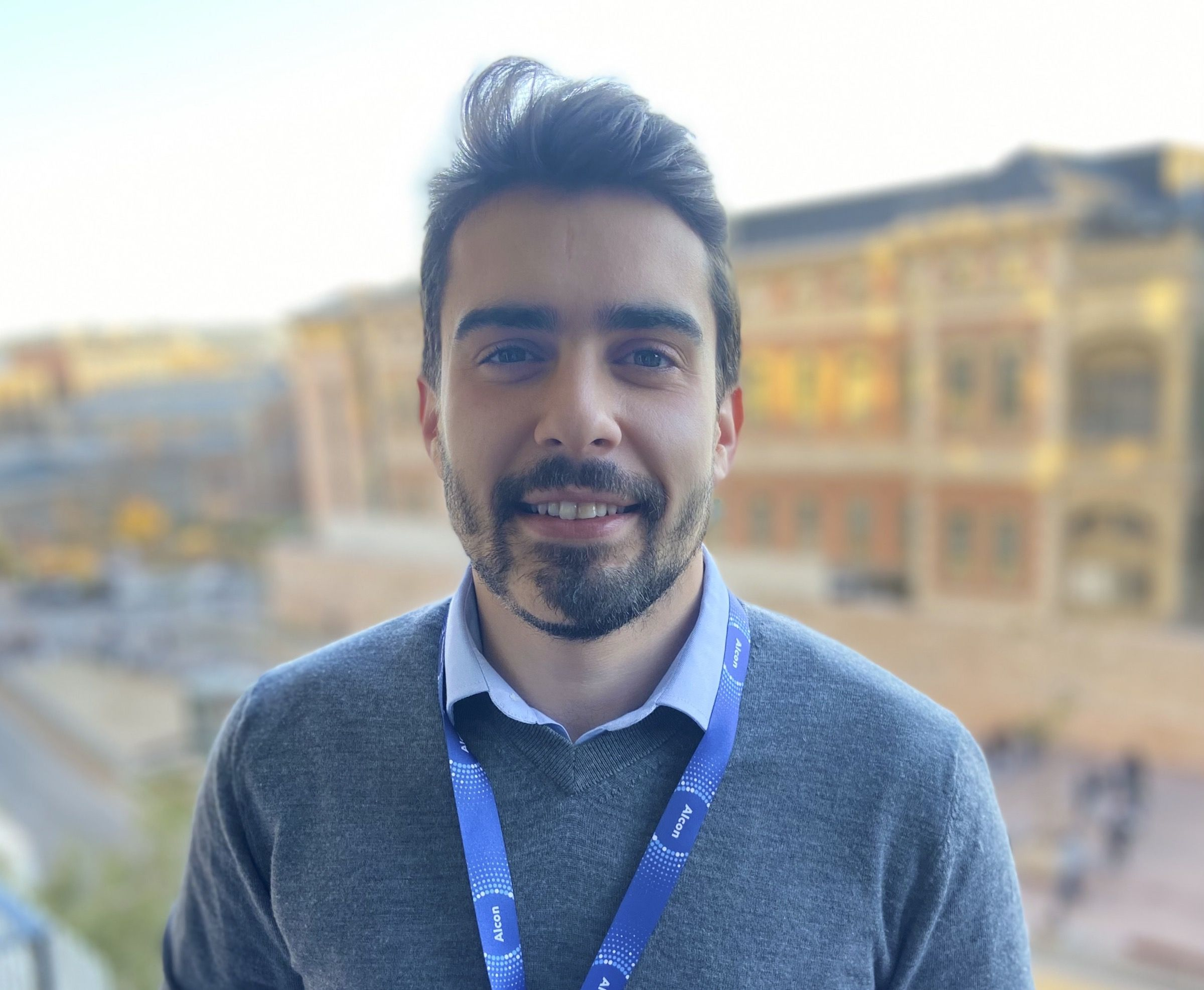 Ignacio Benlliure, gradudado en Periodismo en la CEU UCH, trabaja actualmente en el departamento de Comunicación de Alcon Healthcare.
