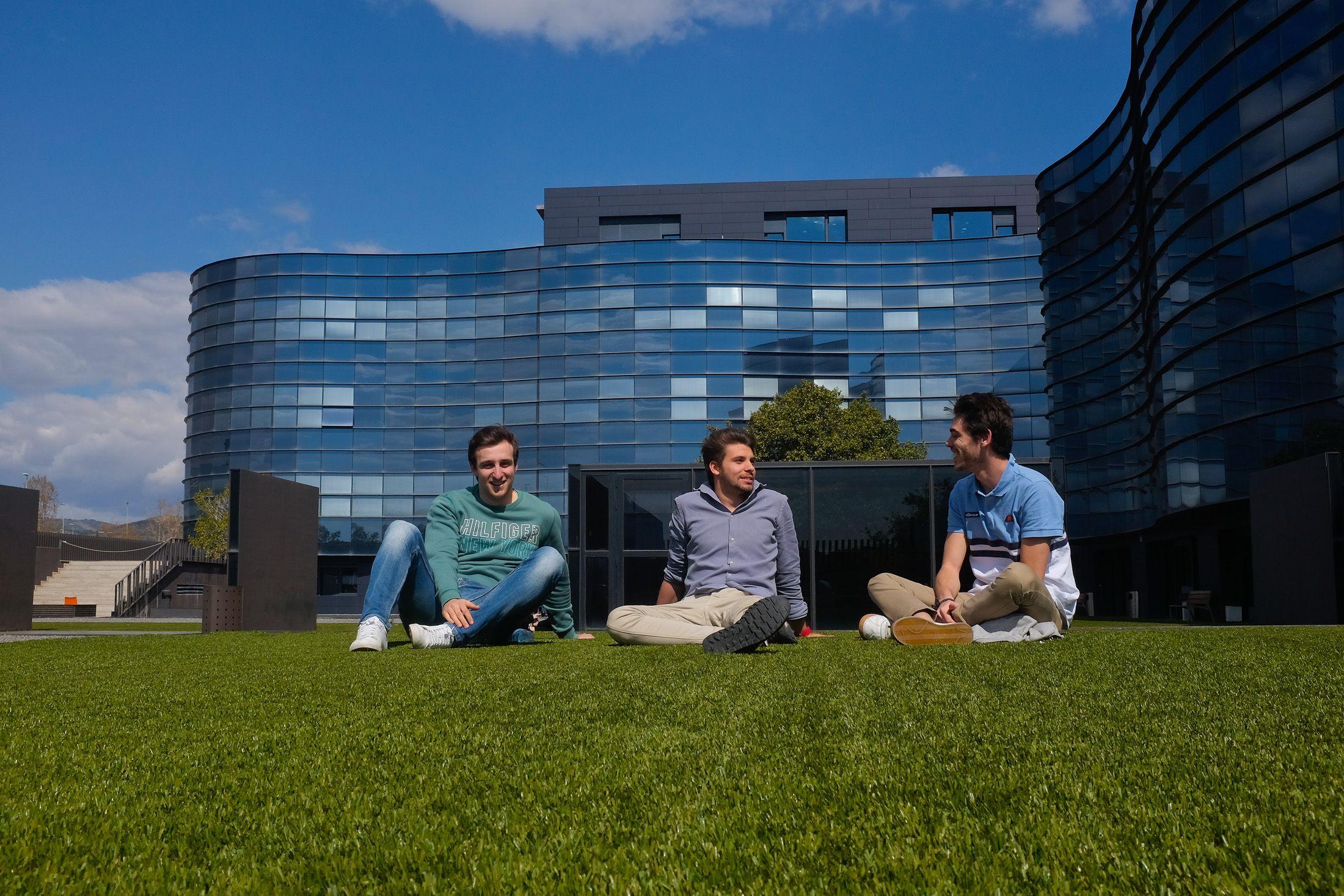 Elegir Universidad: estudiantes del CEU de Castellón en el campus