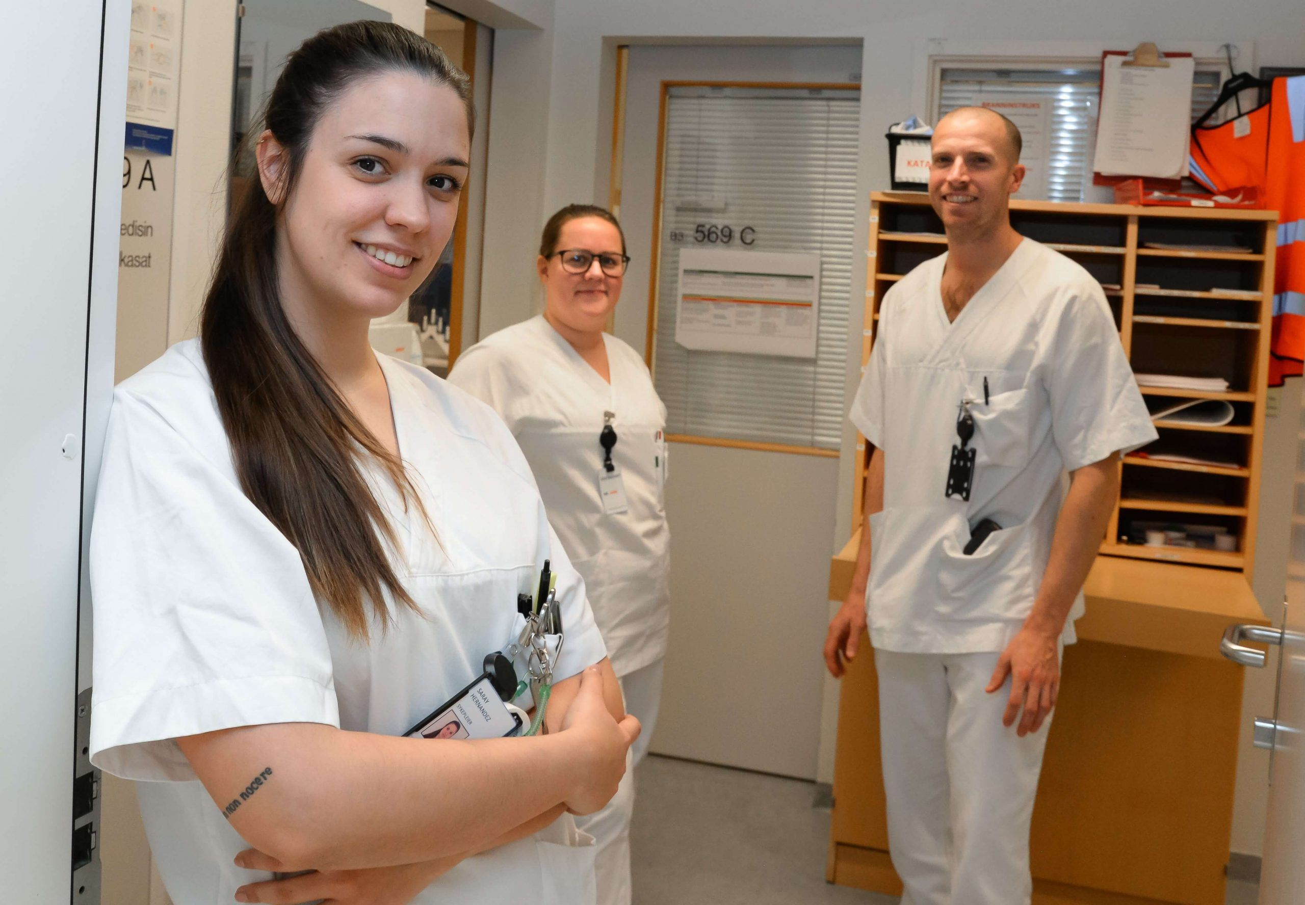 Avec ses collègues dans le service d'urgence de l'hôpital universitaire de Tromsø. Photo: Per-Christian Johansen, University Hospital of North Norway