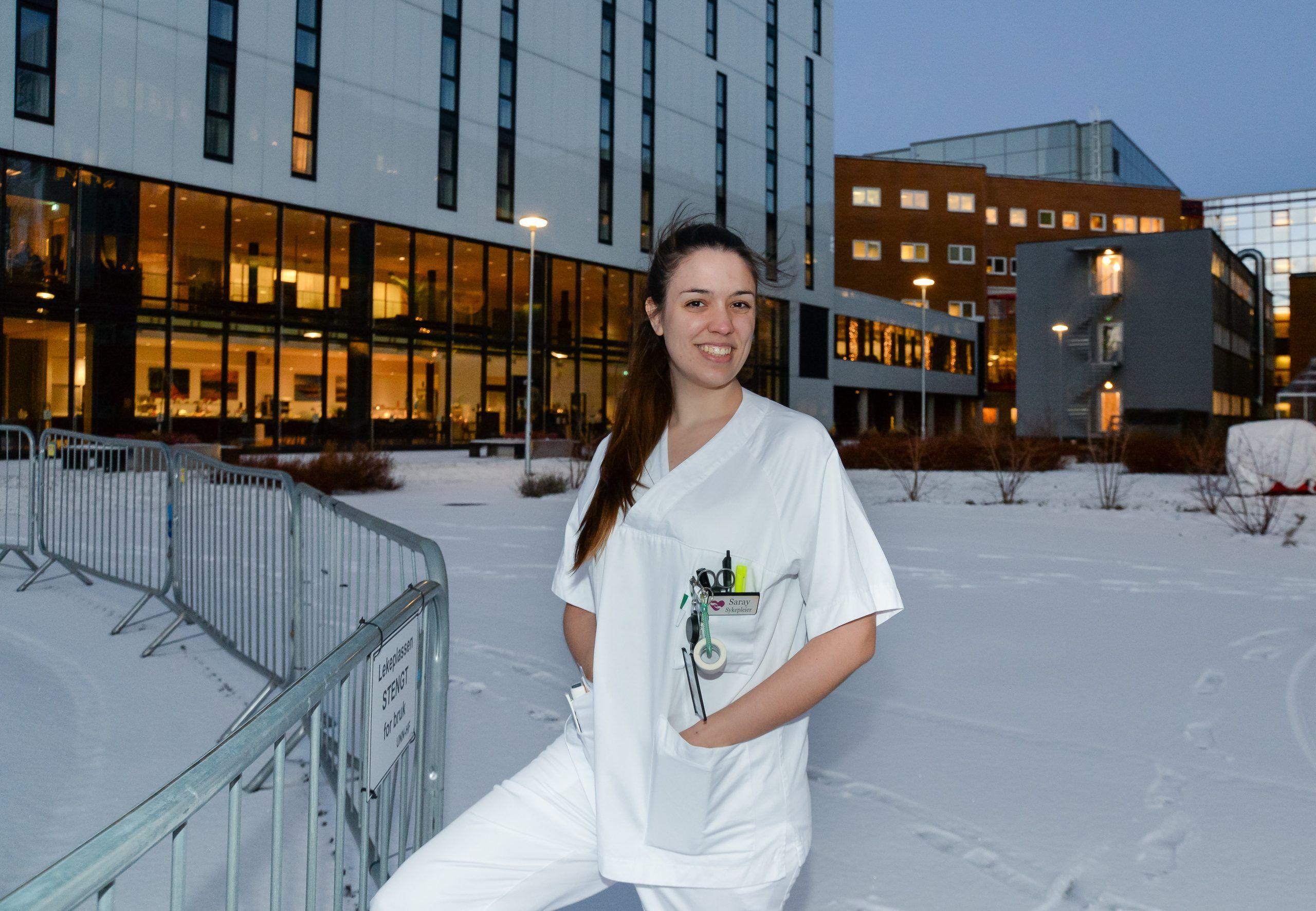 Saray Ferrer, en train de vivre son expérience internationale en tant qu'infirmière en Norvège. Photo : Per-Christian Johansen, University Hospital of North Norway