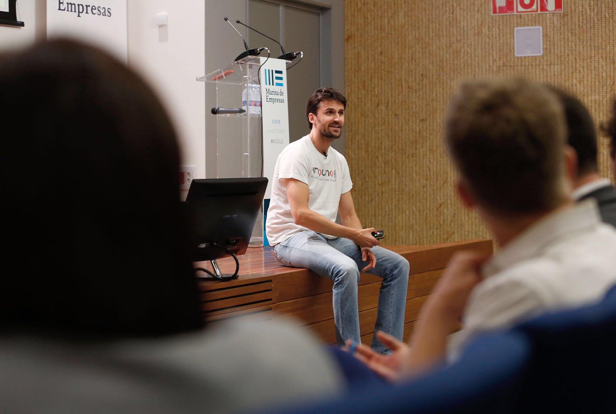 """Alejandro Sahuquillo, emprendedor y escritor, autor del libro """"Serás feliz, probablemente""""."""