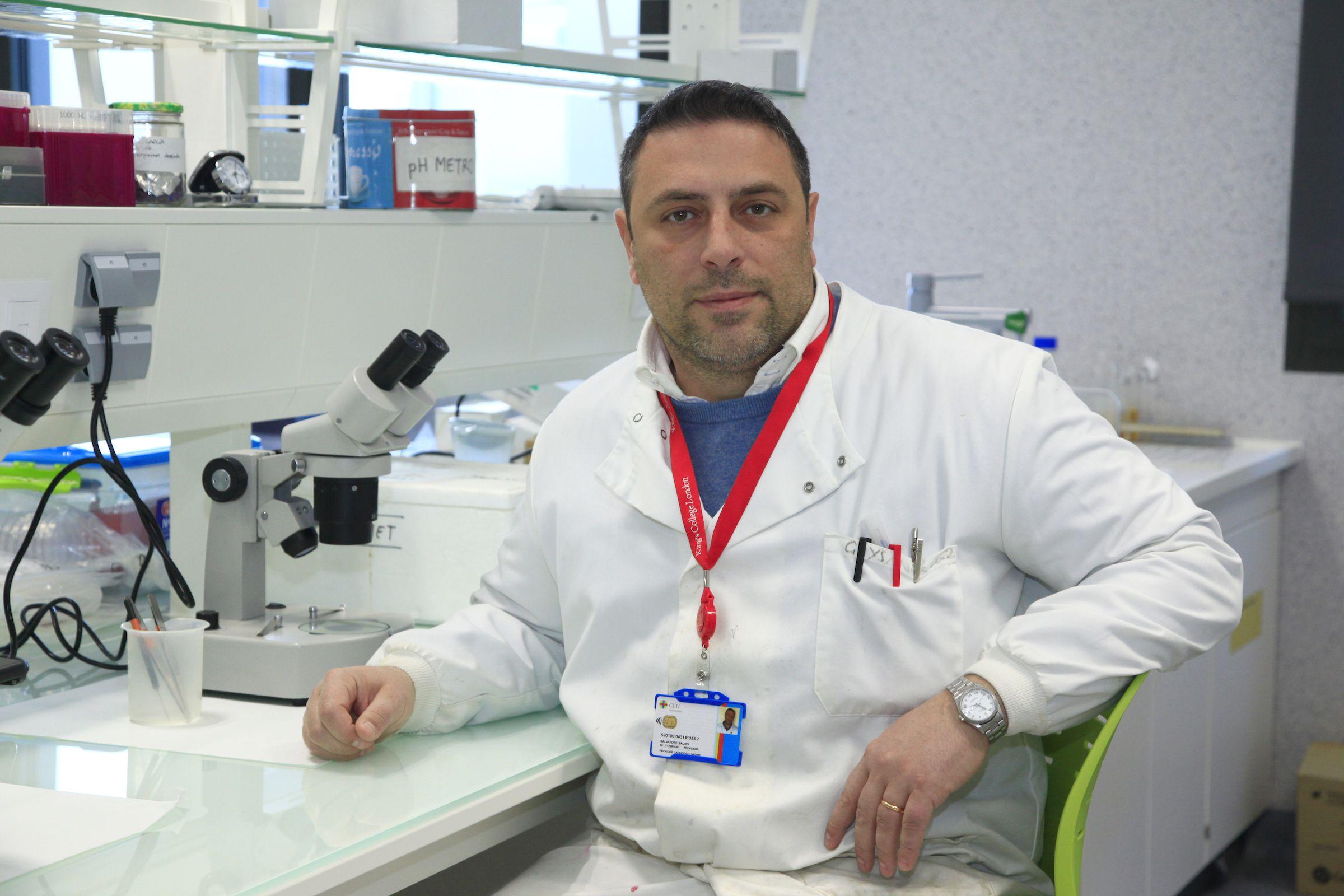 Salvatore Sauro, profesor de Odontología e investigador principal del Grupo de Biomateriales Odontológicos en al Universidad CEU Cardenal Herrera.