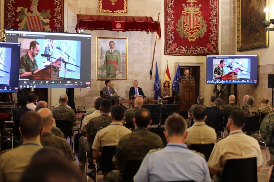 """La catedrática de la CEU UCH Susana Sanz, en el panel inaugural de expertos del seminario sobre la """"zona gris"""", organizado por el CGTAD de la OTAN."""