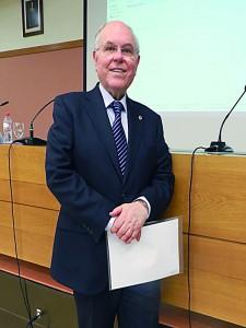 El científico César Nombela en su reciente visita al CEU-UCH. / M. H.