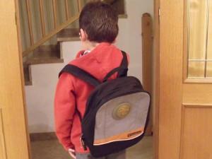 Los escolares muestran dolores de espalda por usar mal la mochila