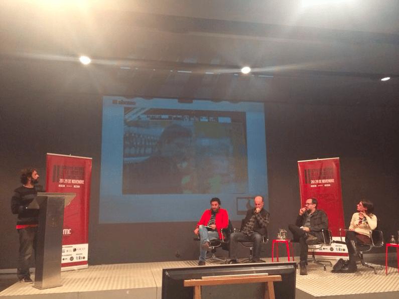 Iñaki Sánchez presentando El Abrazo (izquierda a derecha- Iñaki Sánchez, César Martí, Joan Marimón, Álex Montoya y Natalia Mateo)