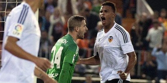 Valencia's Jaume Domenech and Joao Cancelo during La Liga match. October 17, 2015. (ALTERPHOTOS/Javier Comos)
