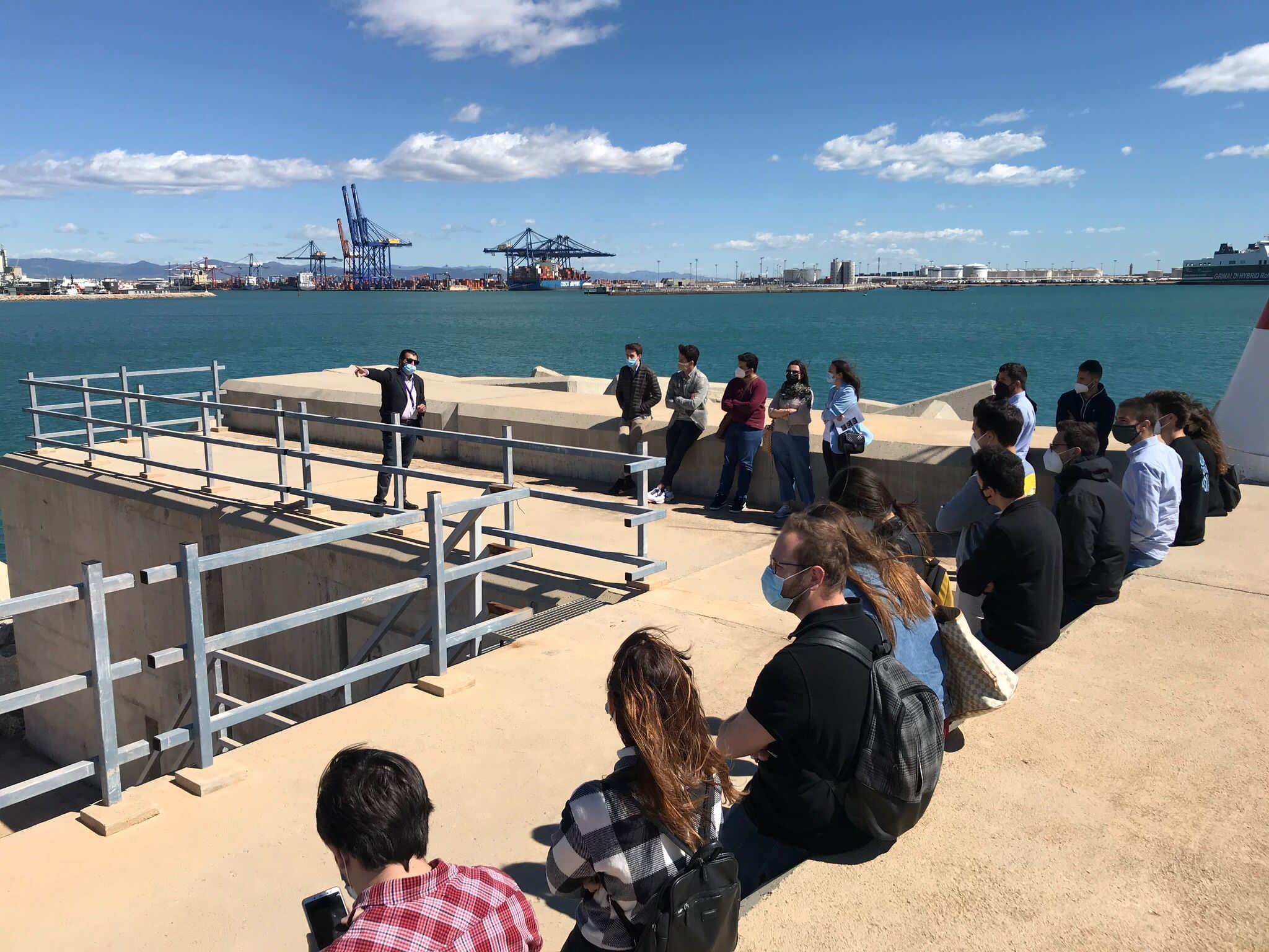 Puerto Valencia visita estudiantes